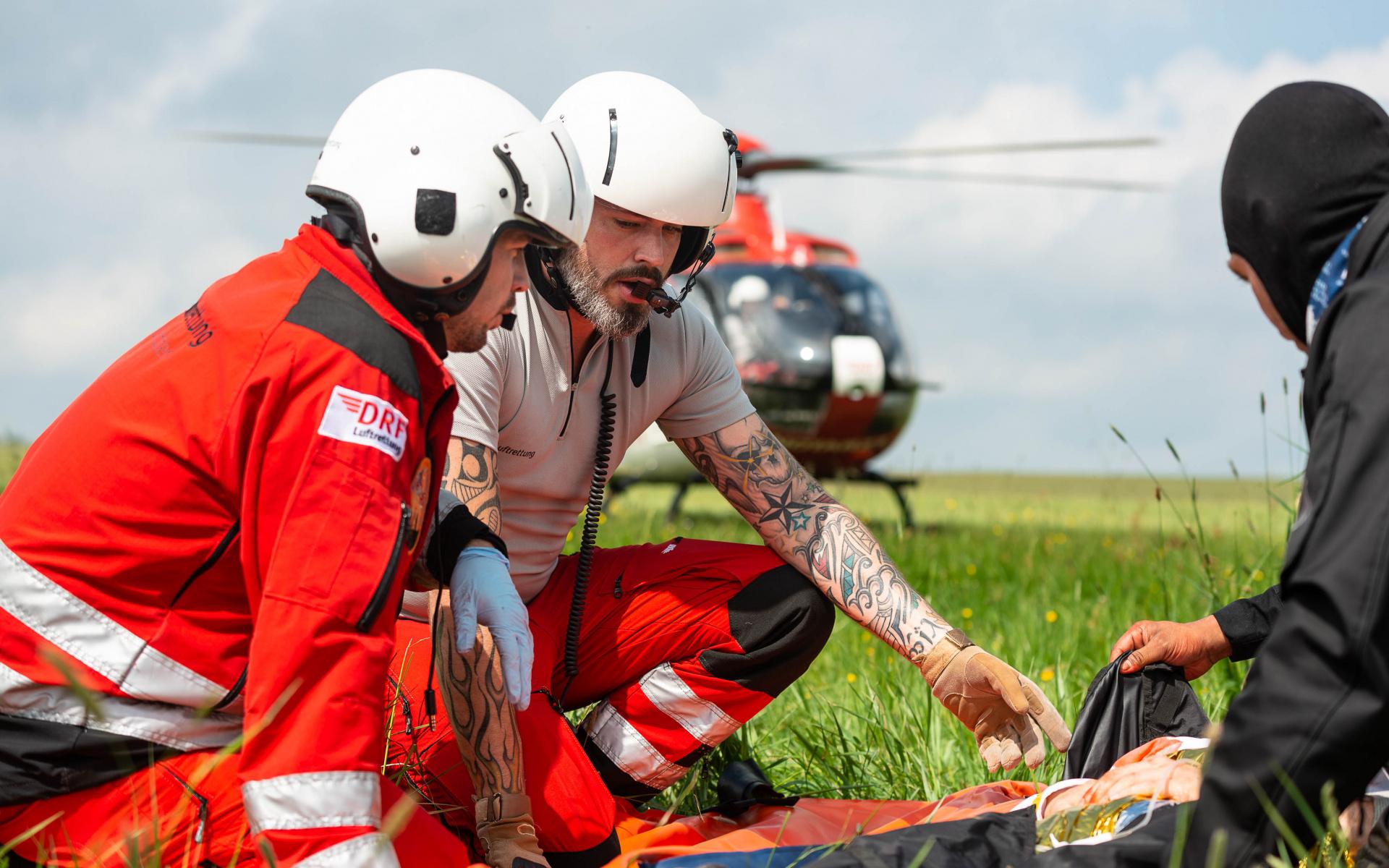 Die Forschungsergebnisse der Hochschule Fresenius sollen dazu beitragen, dass Einsatzkräfte psychische Widerstandsfähigkeit erlernen, sogenannte Resilienz. (Quelle: DRF Luftrettung)