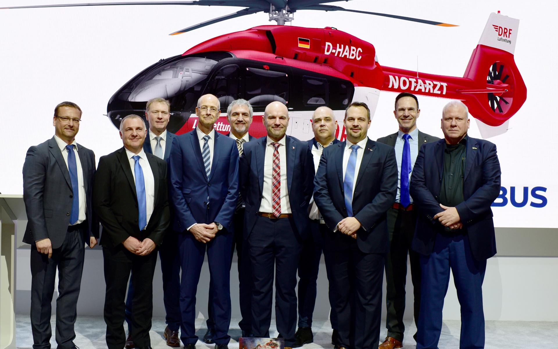 DRF Luftrettung und Airbus Helicopters bei der Bekanntgabe der Vertragsunterzeichnung auf der HeliExpo, Anaheim, Kalifornien (Quelle Airbus Helicopters)