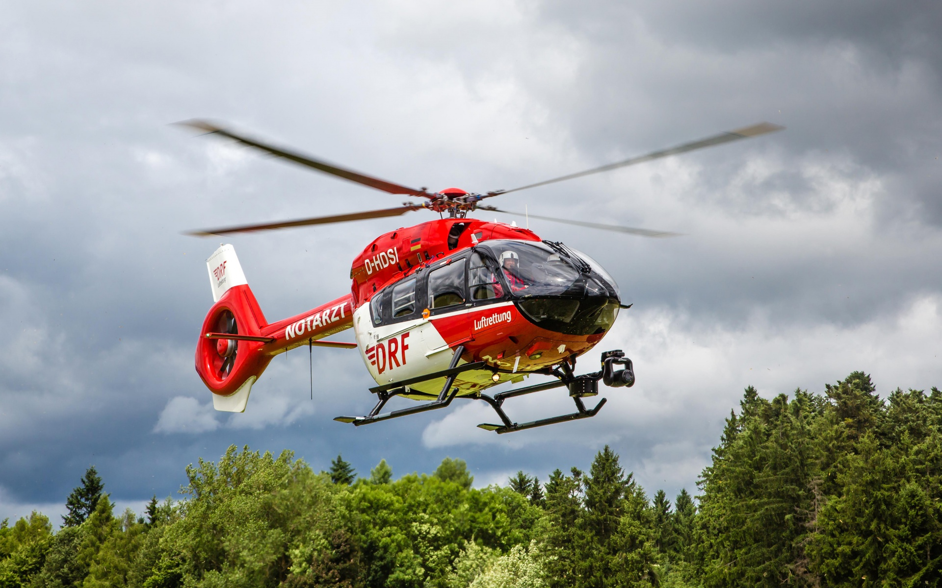 Seit 1. Juli fliegt an der Station eine H 145, die für Einsätze in der Nacht besonderes geeignet ist. Symbolbild.