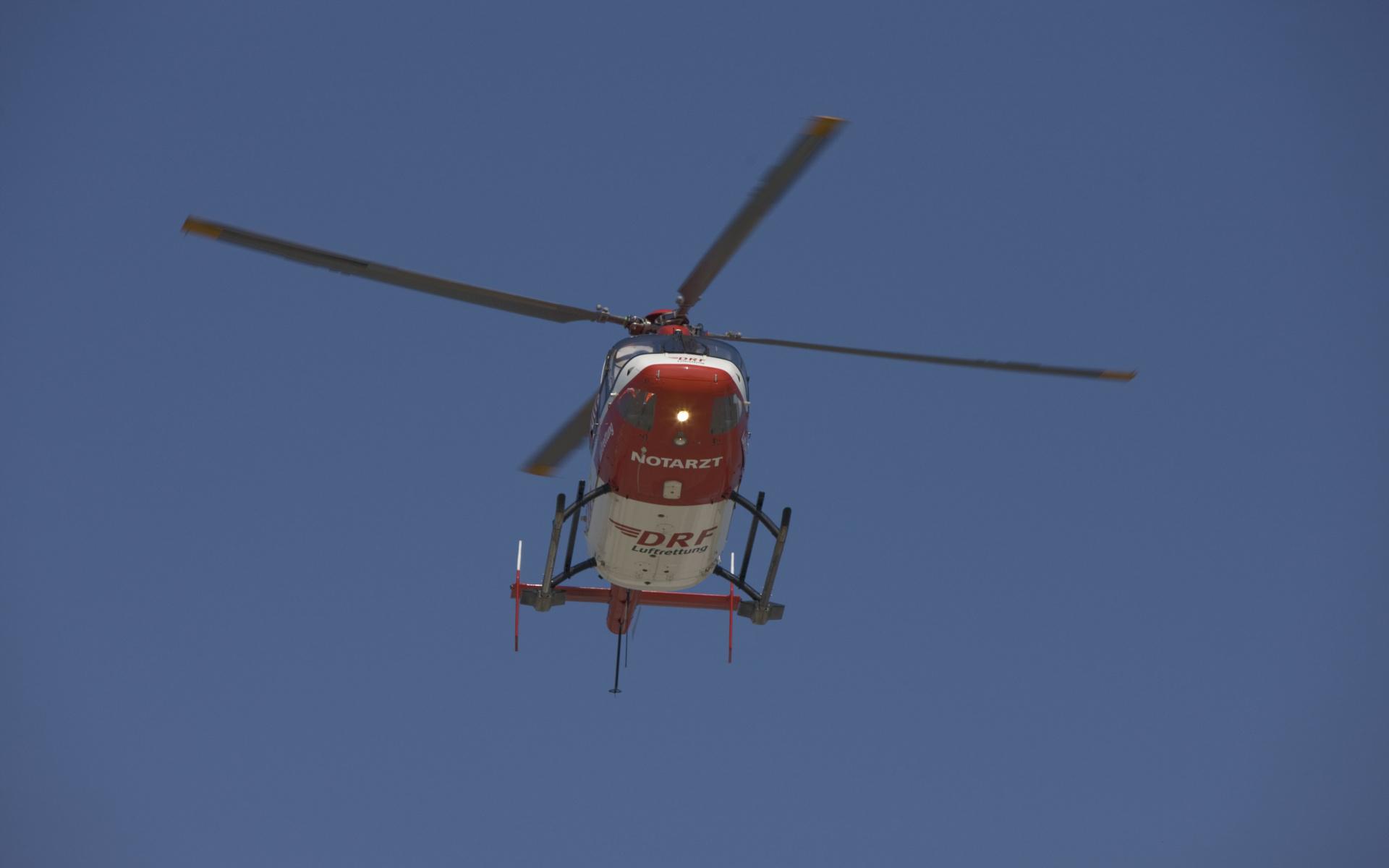 Wenn jede Minute zählt, retten die hochmodern ausgestatteten Hubschrauber der DRF Luftrettung oft Leben.