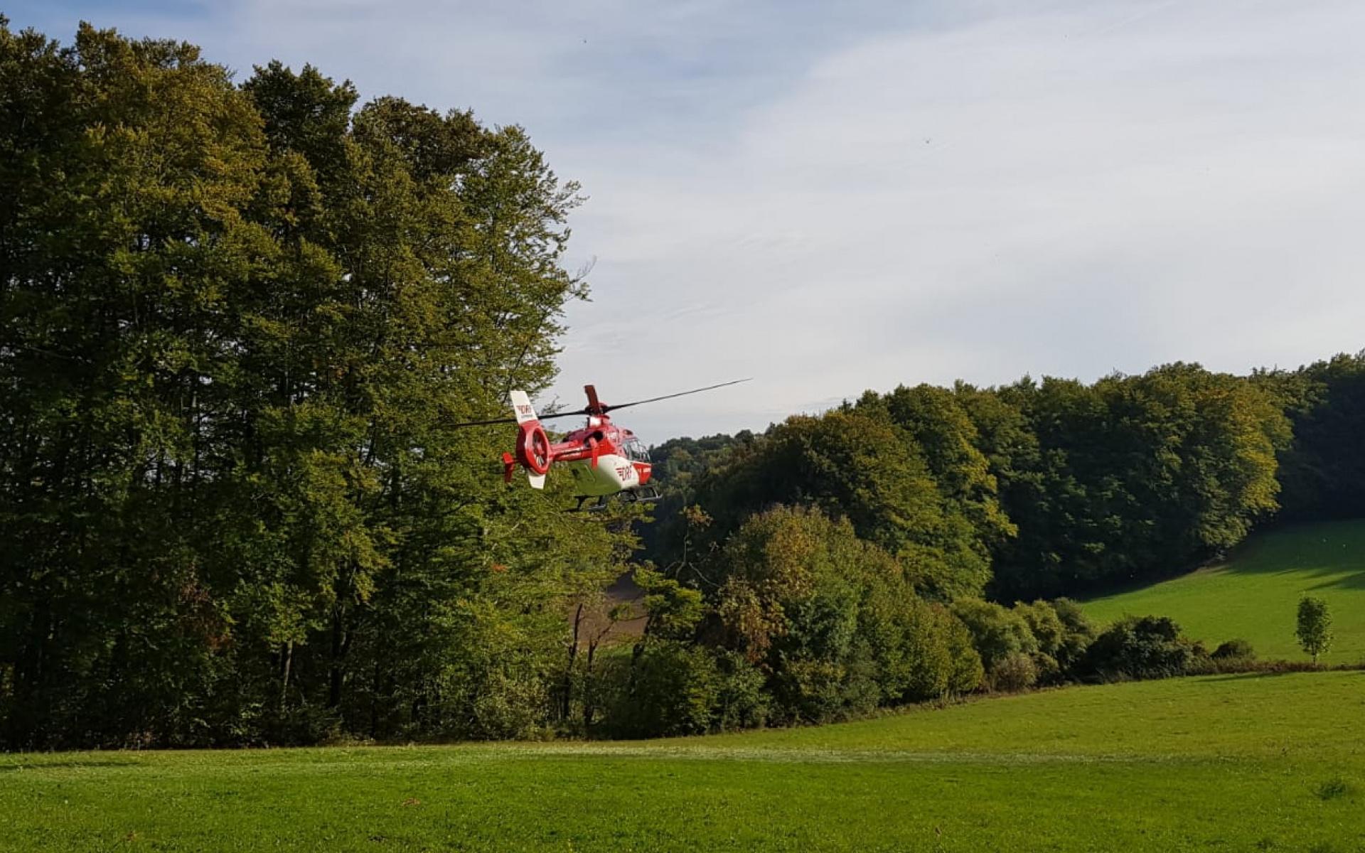 Wenig später war Christoph 80 in der Luft und auf dem Weg in eine Klinik. Foto: Bergwacht Amberg.