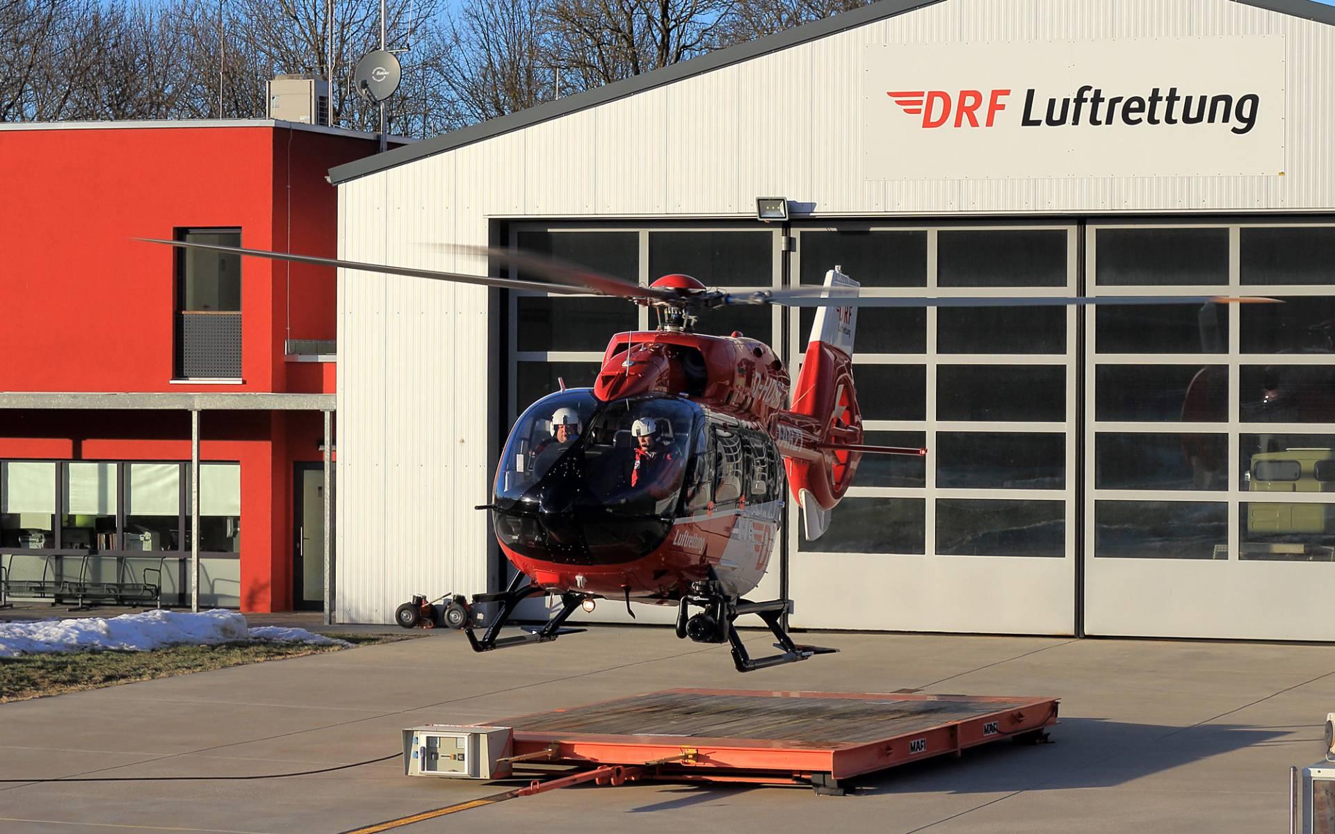 Christoph München der HDM Luftrettung an der Station. Autor: Alexander Spitzbarth