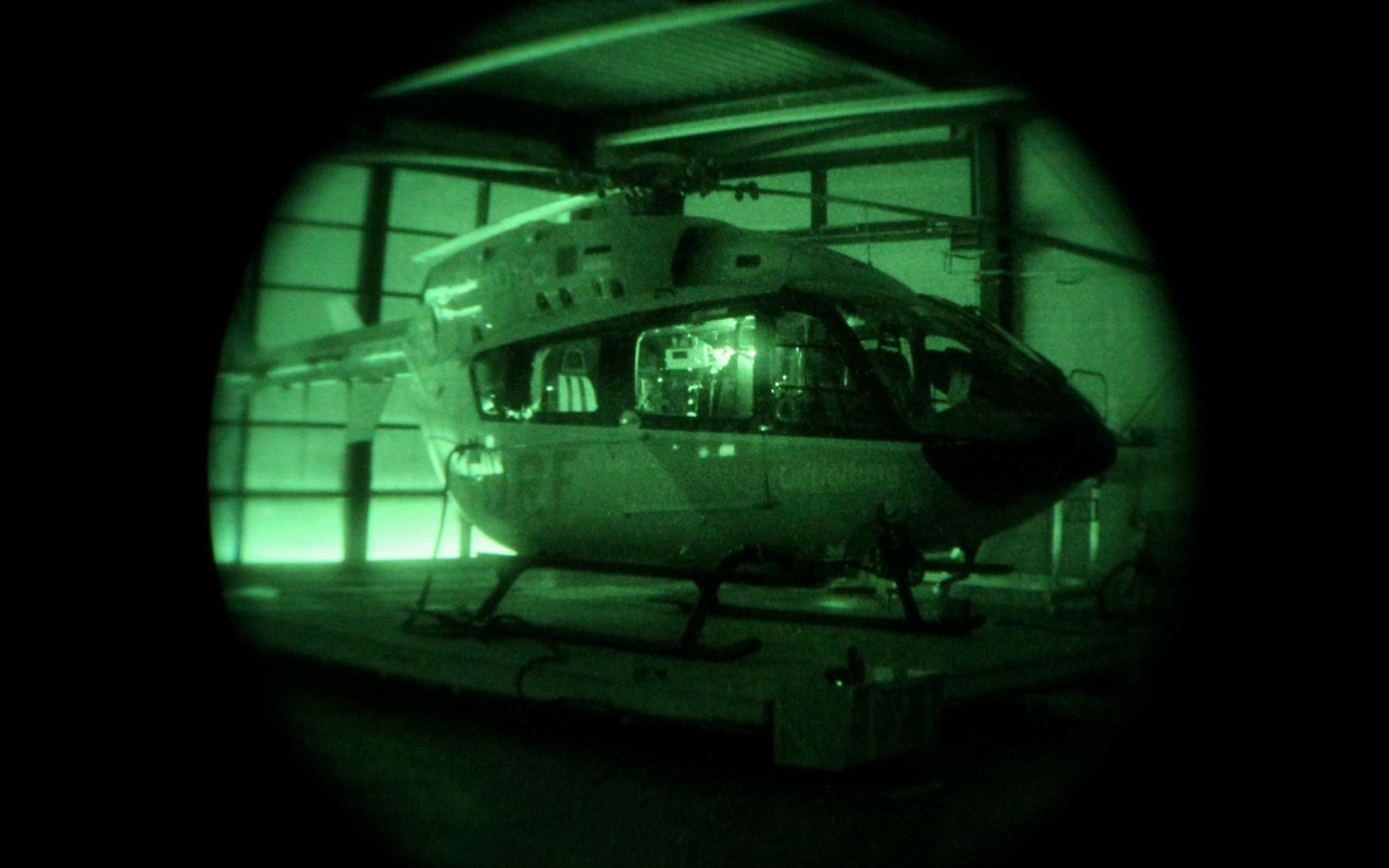 Die NVGs verstärken sdas in der Nacht vorhandenen Restlicht