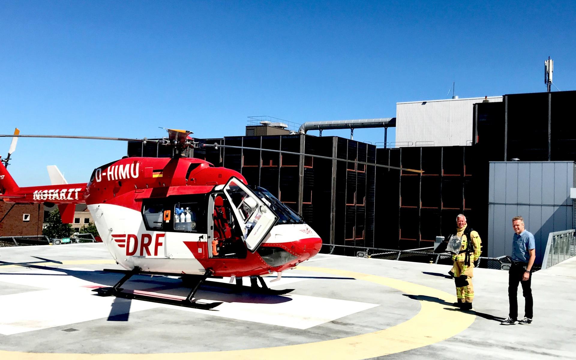 Alles war vorbereitet für den Transport des Schwerverletzten. So konnte das Team von Christoph Dortmund ihn schnell in den Hubschrauber übernehmen und Richtung Hamburg starten.