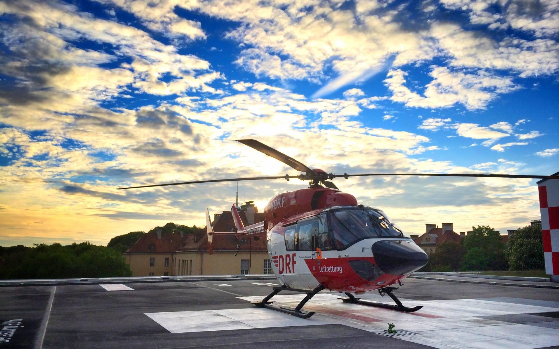 """Ein Hubschrauber auf """"Abwegen"""". Nach einem Patiententransport nach München wurde Christoph Dortmund zu einem Notfalleinsatz in der bayerischen Landeshauptstadt gerufen."""