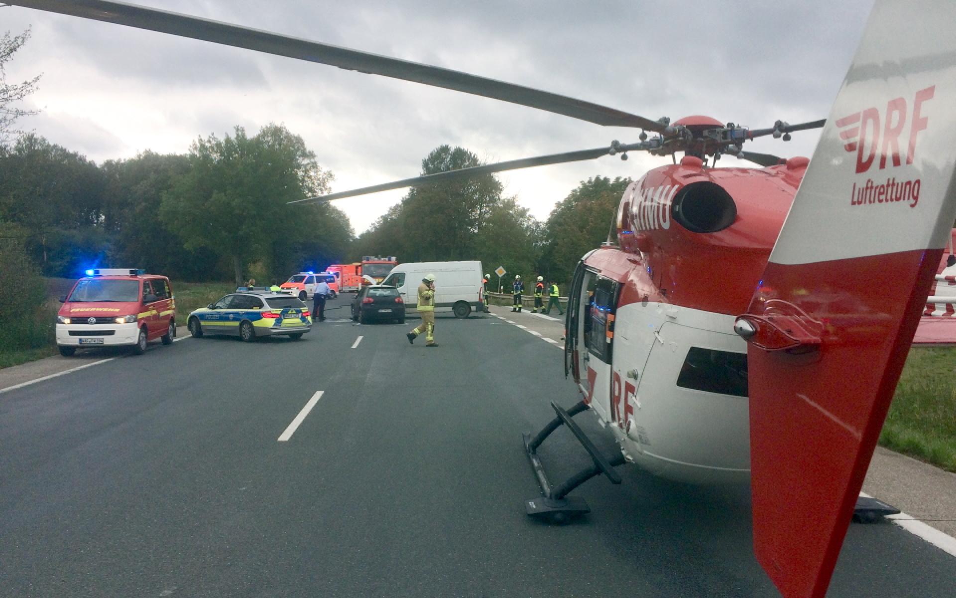 Das Team von Christoph Dortmund trifft bereits wenige Minuten nach Alarmierung an der Unfallstelle ein.