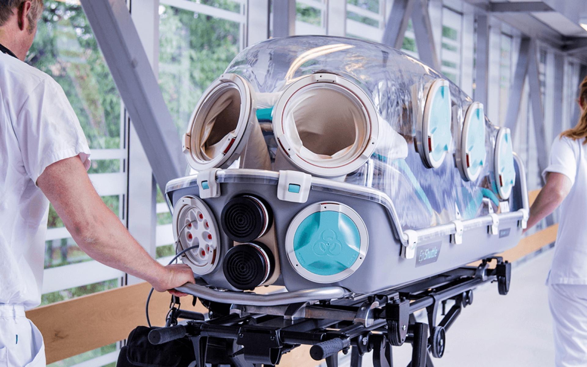 Die DRF Luftrettung ist in der Lage, bei Engpässen Patienten schnell und intensivmedizinisch beatmet in eine Klinik mit freiem Beatmungsbett zu fliegen (Quelle: EpiGuard).