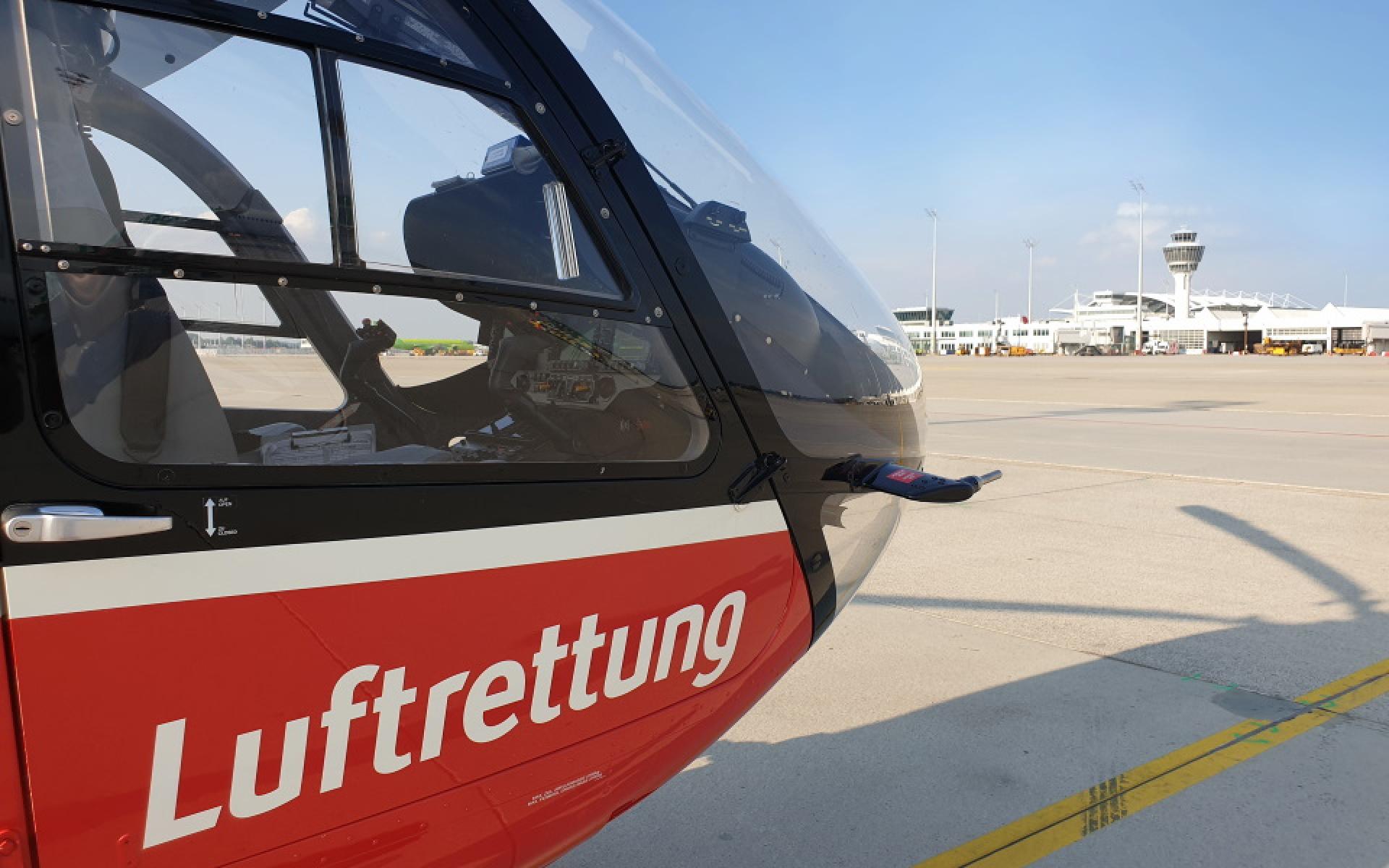Nach 15 Minuten erreicht die Crew der DRF Luftrettung den Flughafen im Nordosten der bayerischen Landeshauptstadt.