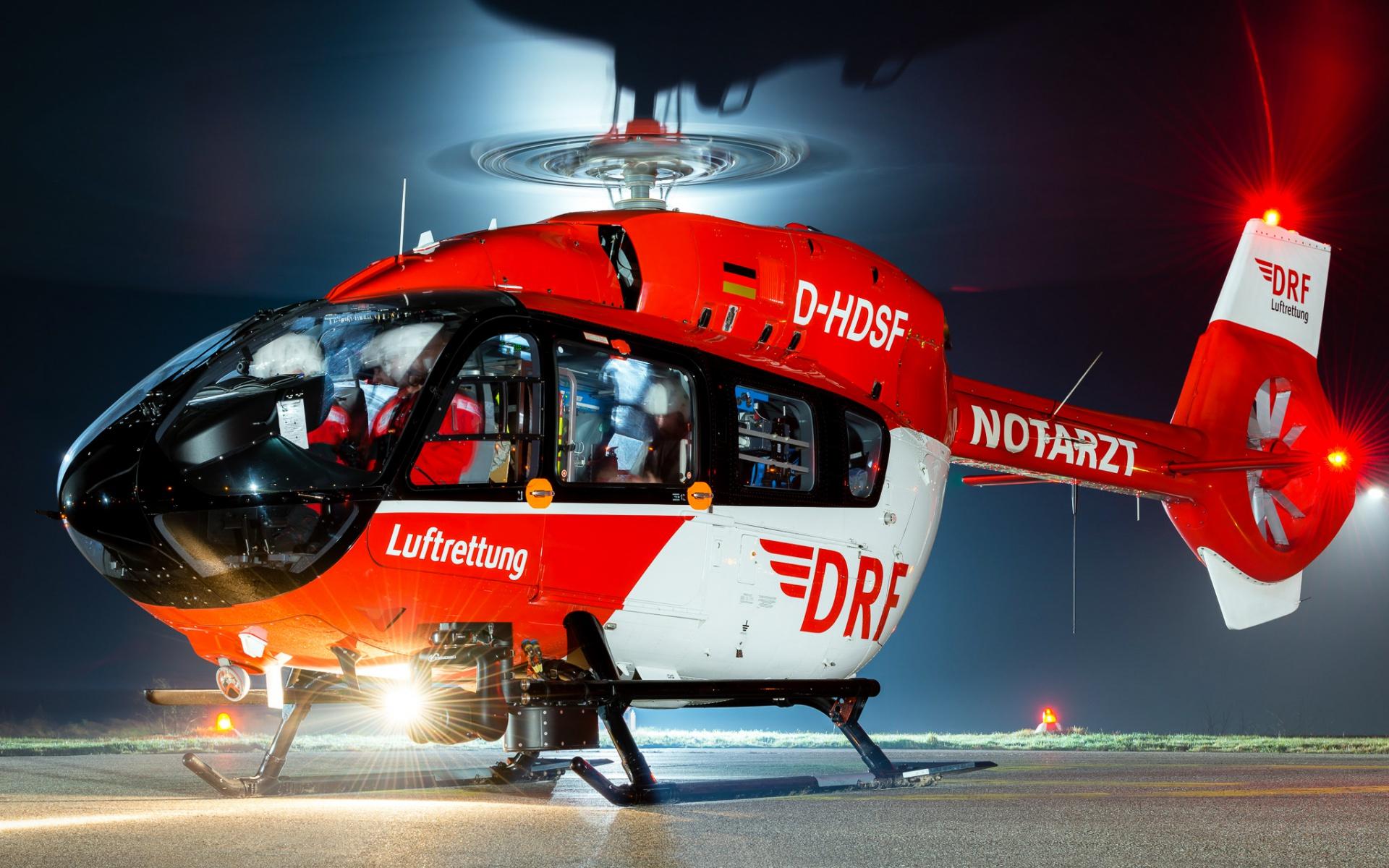 An neun Standorten sind die Hubschrauberbesatzungen der DRF Luftrettung rund um die Uhr einsatzbereit.