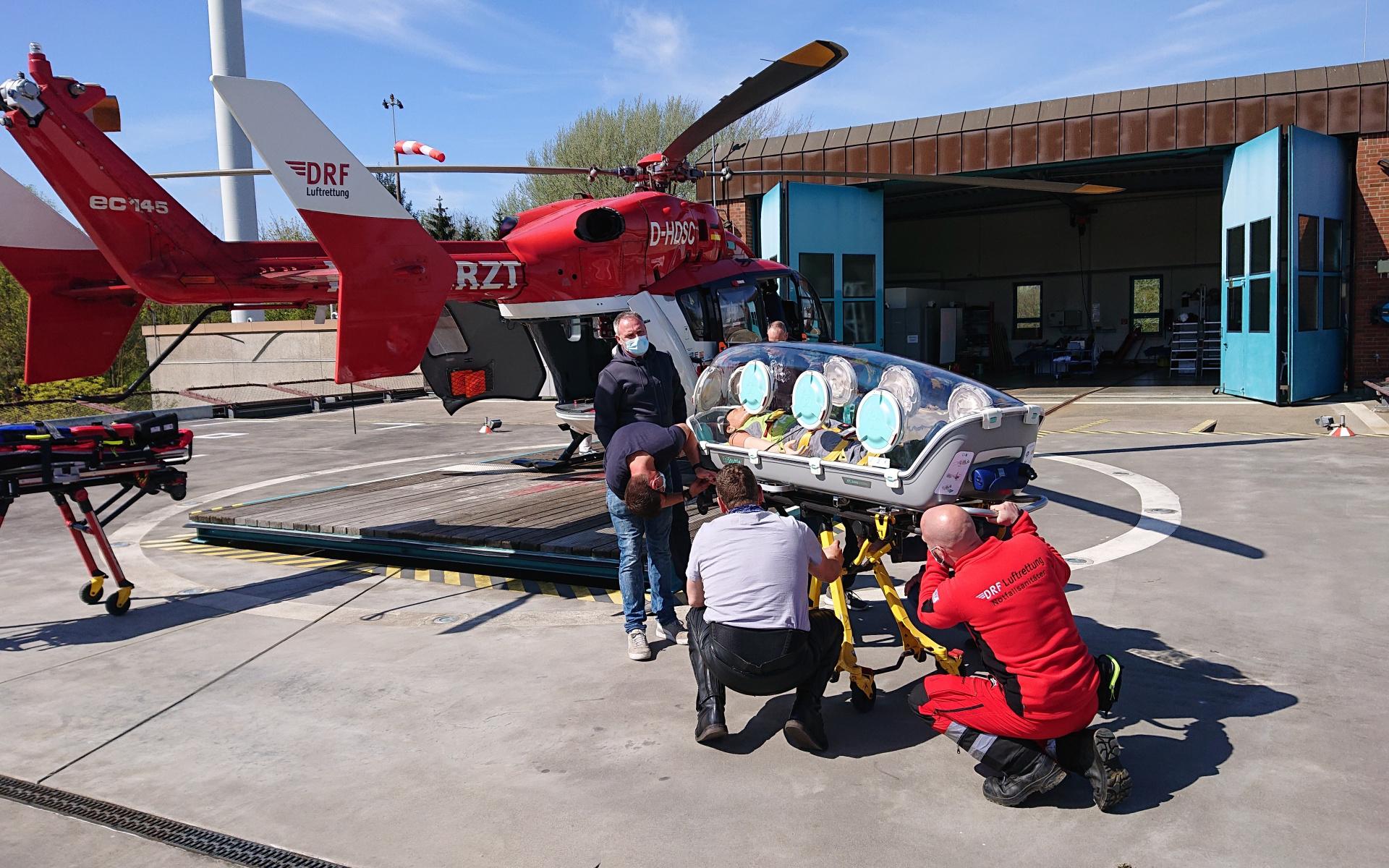 Die medizinischen Besatzungen der Station erhalten Einweisungen und Trainings für einen geübten und sicheren Umgang mit dem EpiShuttle.