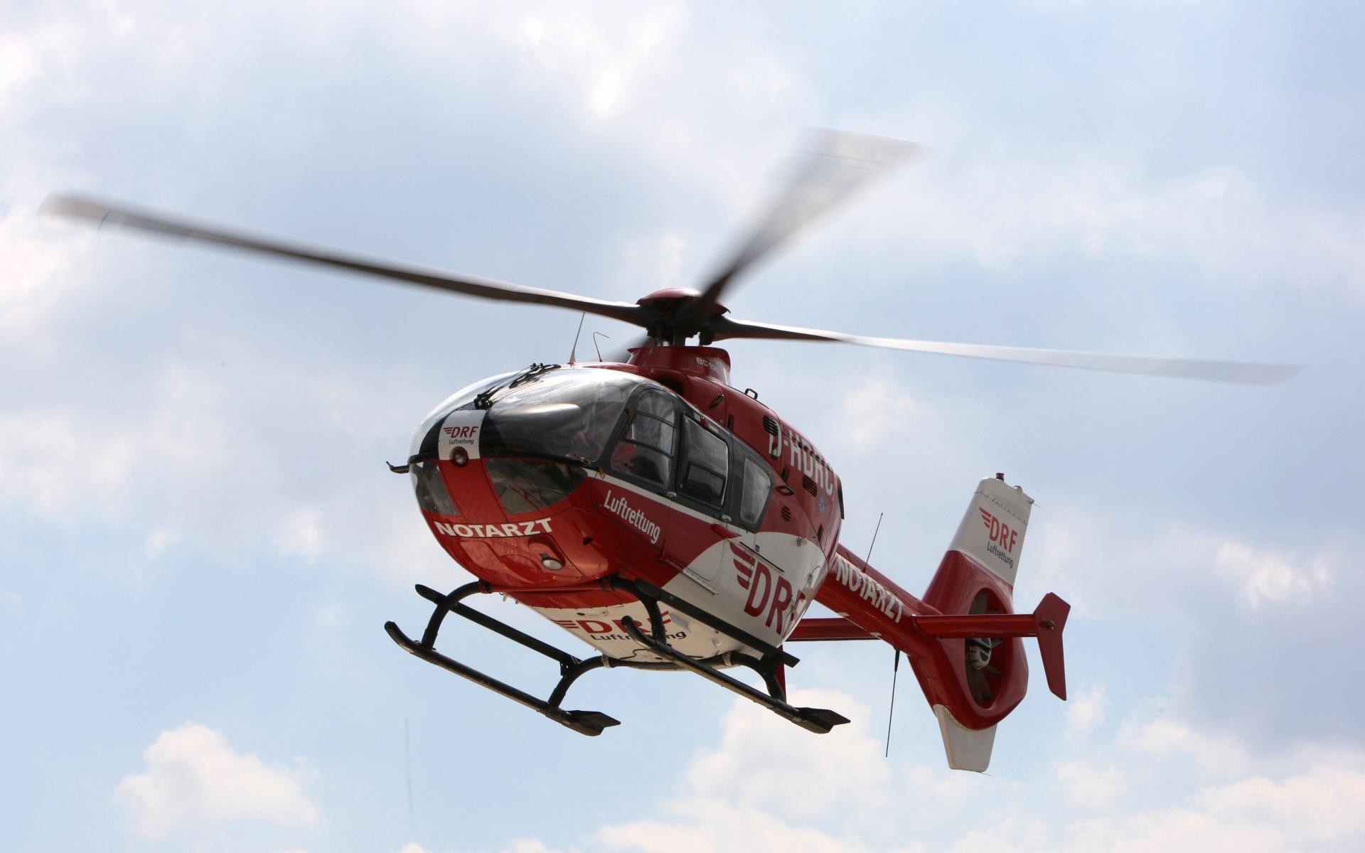 Schnelle Hilfe aus der Luft für einen schwerverletzten Motorradfahrer: Christoph 43 war im Einsatz. Symbolbild.