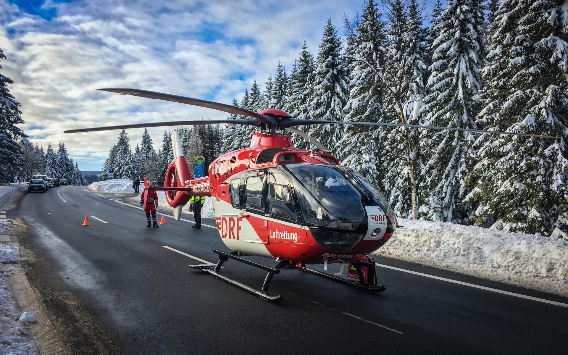 Die Besatzung des Göttinger Hubschraubers der DRF Luftrettung übernahm den Patienten von den bodengebundenen Rettungskräften.