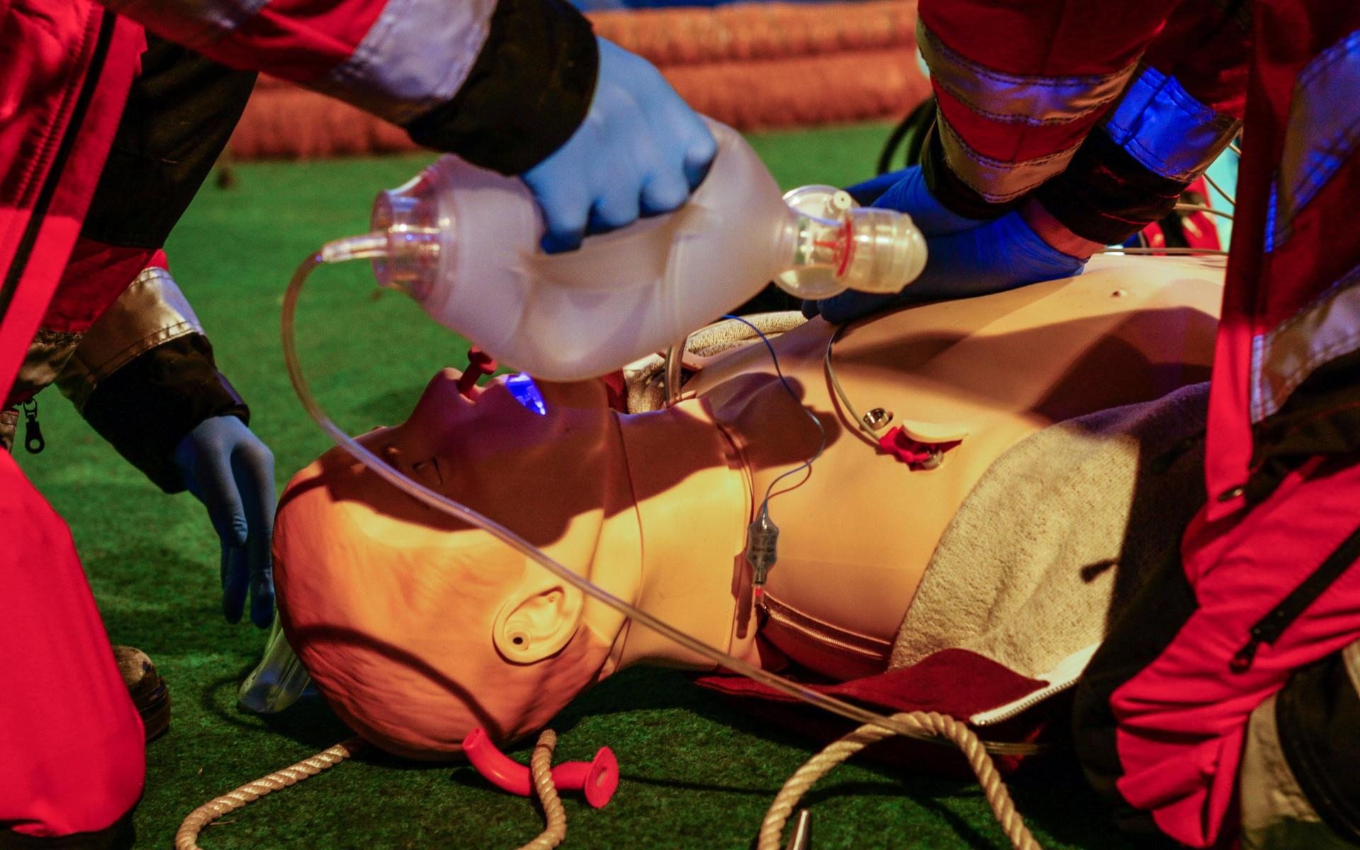 Mit den hochmodernen Simulatorpuppen können die Trainingsleiter eine Reihe von Krankheiten und Verletzungen darstellen.