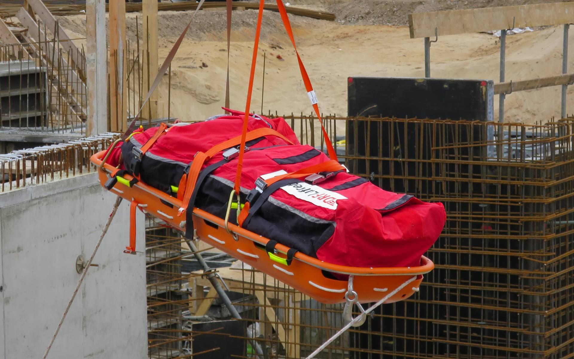 Einsatz für die Besatzung der DRF Luftrettung aus Angermünde nach einem Unfall auf einer Baustelle in Oranienburg.