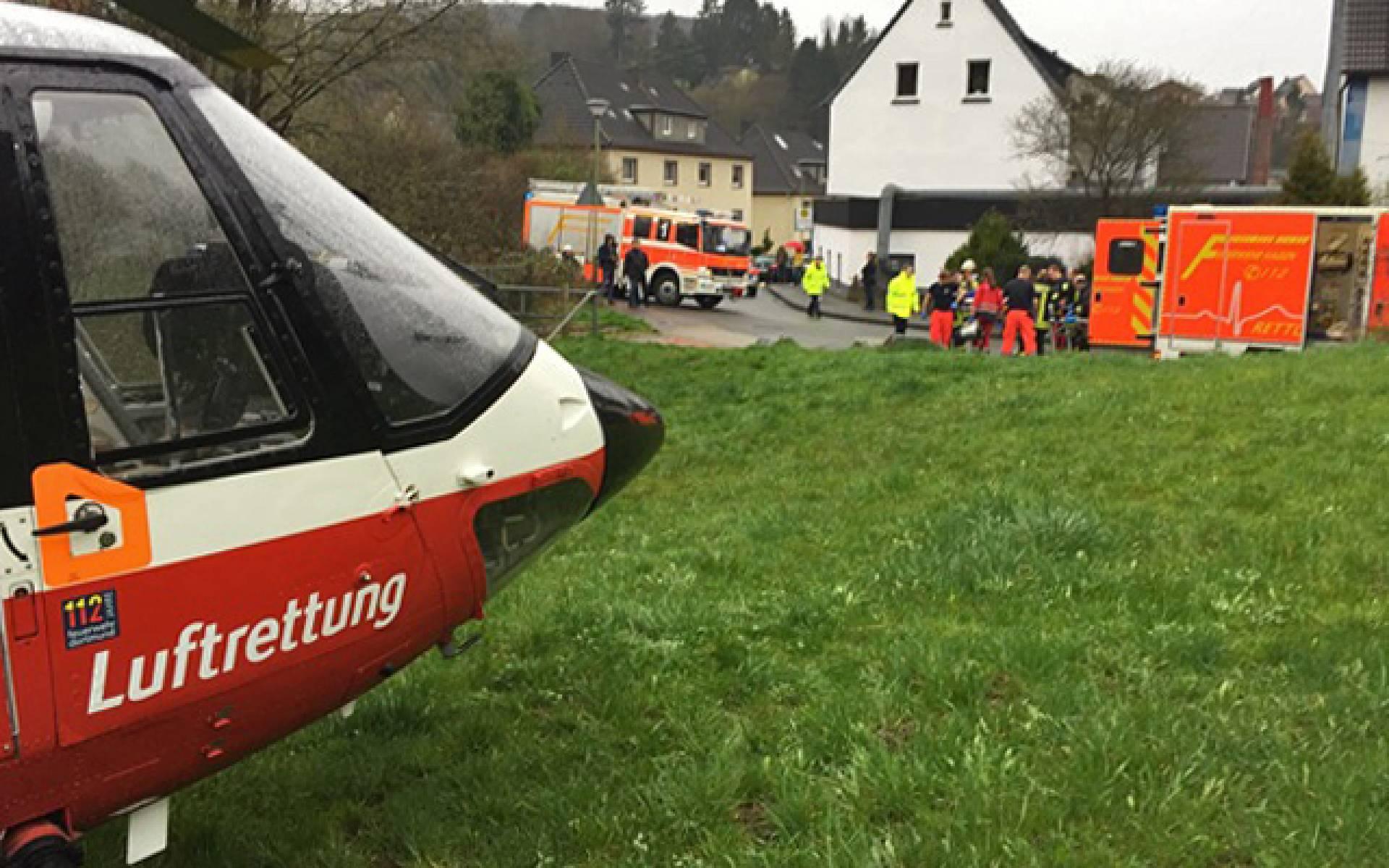 Mit Christoph Dortmund wird das schwer verletzte Kleinkind von Hagen ins Krankenhaus geflogen.
