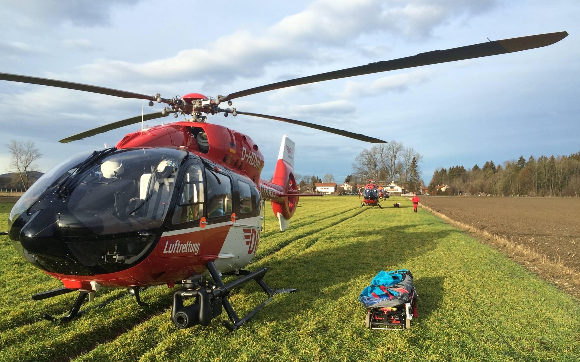 Gekommen um zu helfen: Drei Hubschrauber der DRF Luftrettung waren nach dem schweren Zugunglück in Bad Aibling im Einsatz.