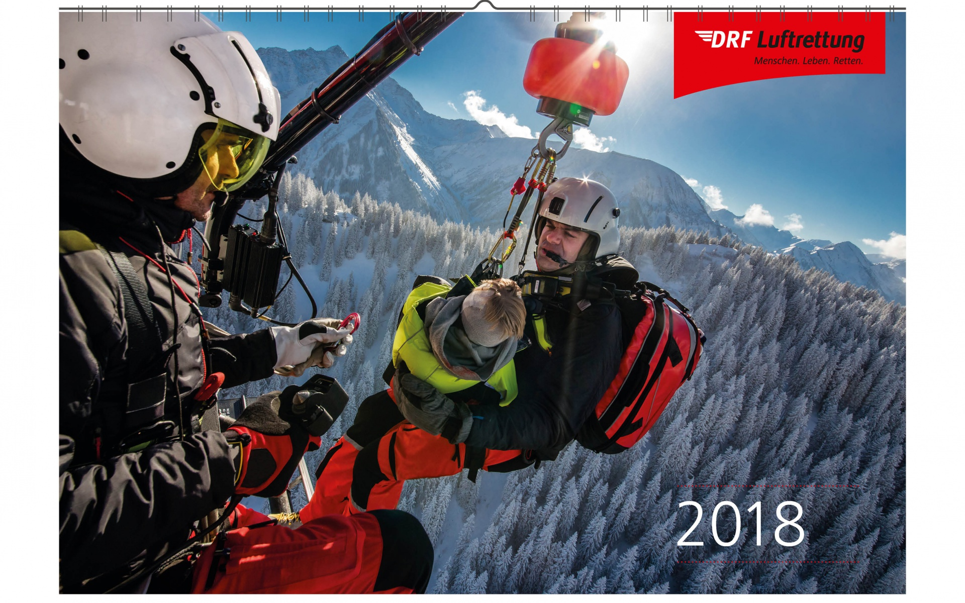 Gipfelstürmer in Österreich: Zur DRF Luftrettung gehört die ARA Flugrettung in Österreich. Da die Besatzungen dort fast ausschließlich in hochalpinem Gelände alarmiert werden, sind die Hubschrauber mit einer Rettungswinde ausgerüstet.