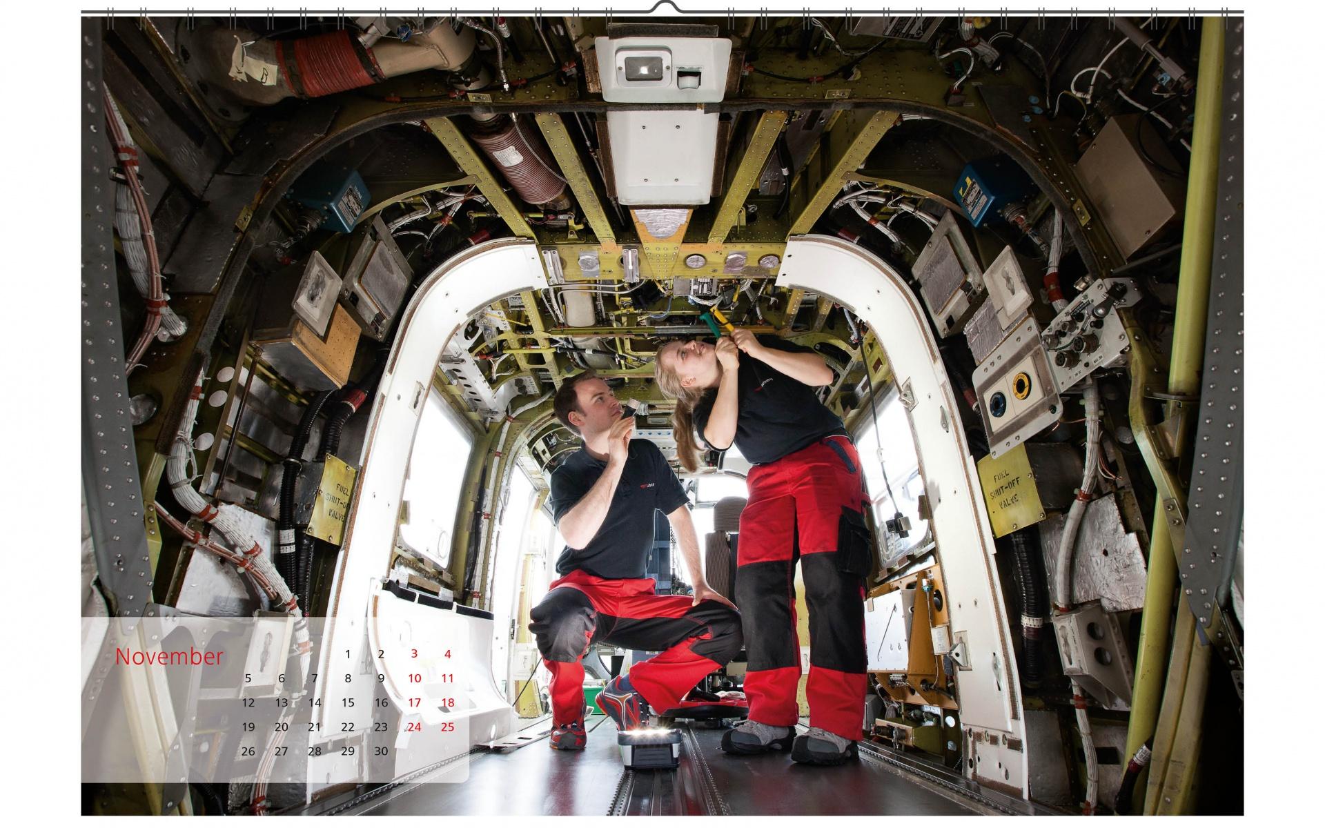 Faszination Elektronik: Die Avioniker der DRF Luftrettung vertiefen sich in elektronische Herausforderungen und arbeiten dabei mit viel Liebe zum Detail.