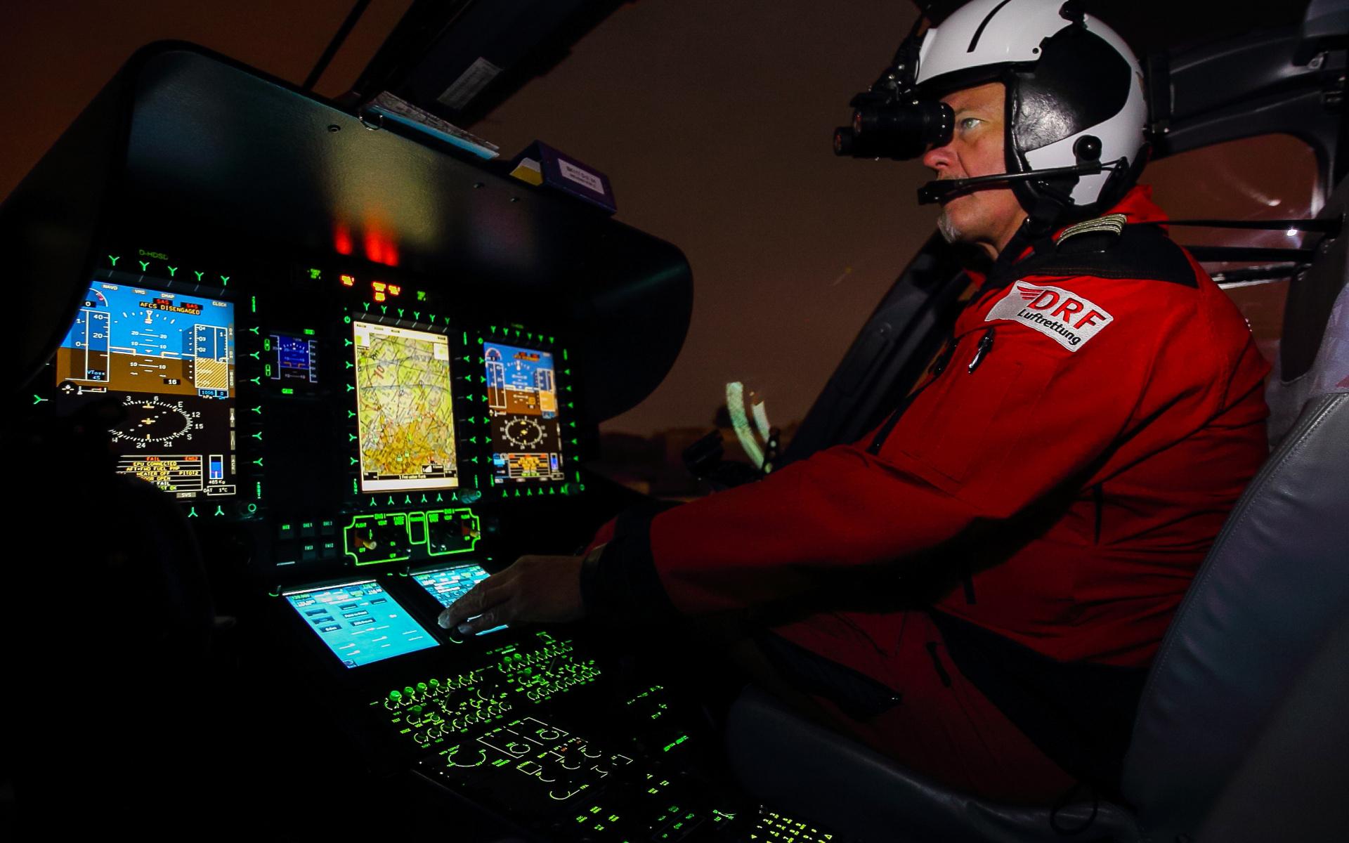 Immer häufiger werden unsere rot-weißen Hubschrauber zu nächtlichen Einsätzen alarmiert.