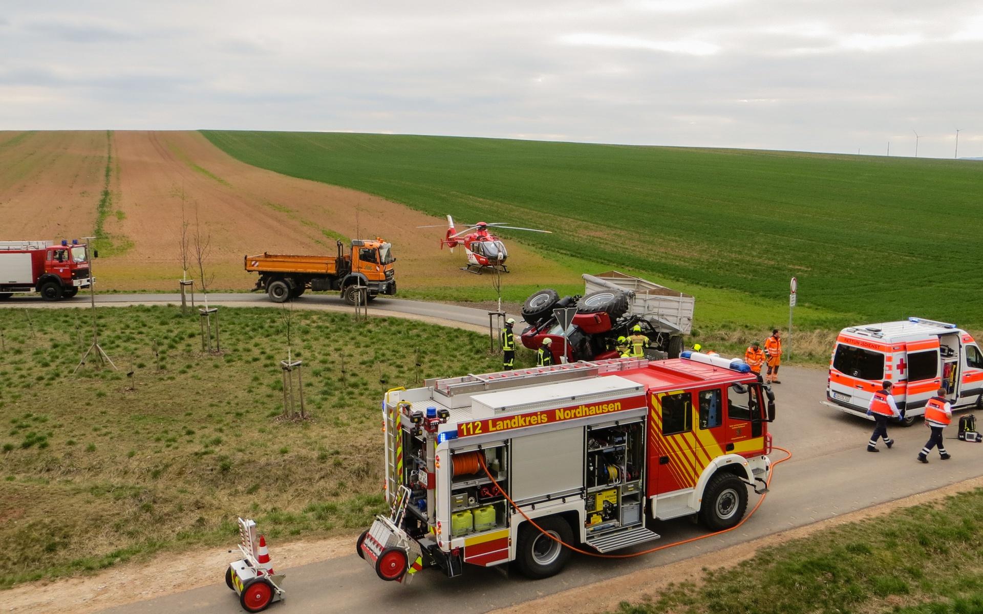 Unfälle mit landwirtschaftlichen Geräten und Fahrzeugen fordern immer wieder Schwerverletzte und sogar Tote. Die beiden Insassen des Traktors, der nahe Nordhausen umkippte, hatten jedoch Glück und wurden nur leicht verletzt.