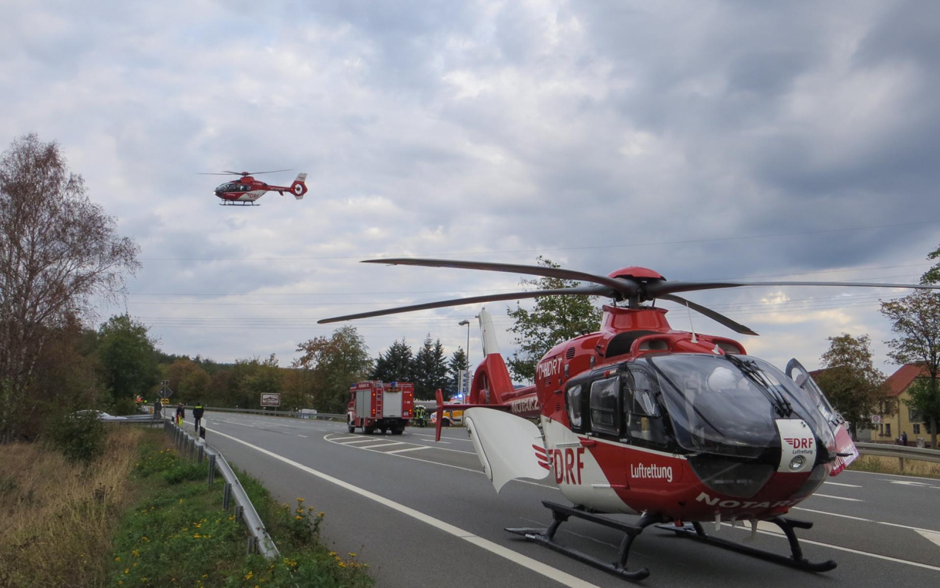 Glleich zwei Hubschrauber der DRF Luftrettung wurden zu einem Unfall alarmiert.
