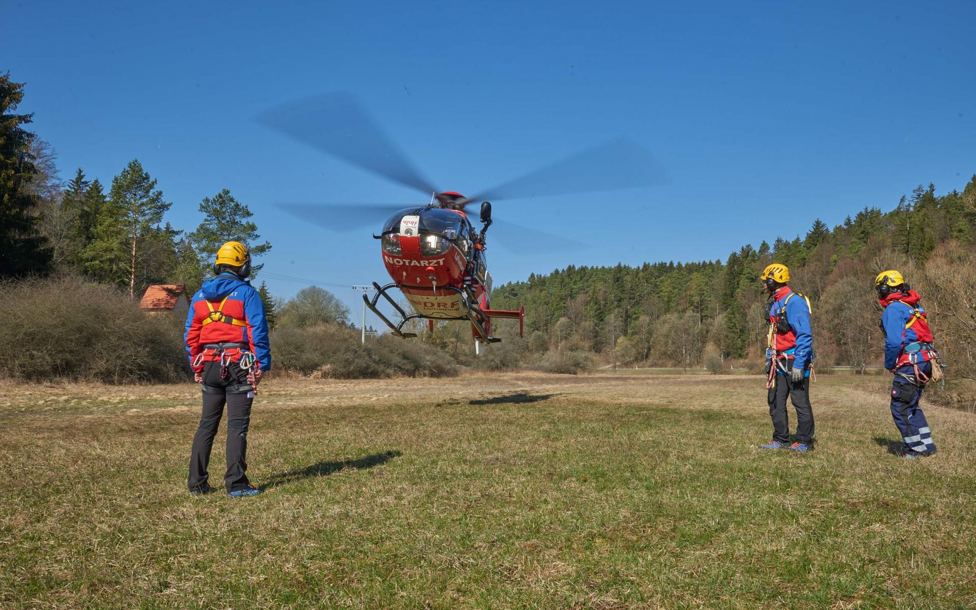 Unterstützt wird die DRF Luftrettung bei diesen Übungen durch die Bergwacht. (Foto: Michael Meyer)
