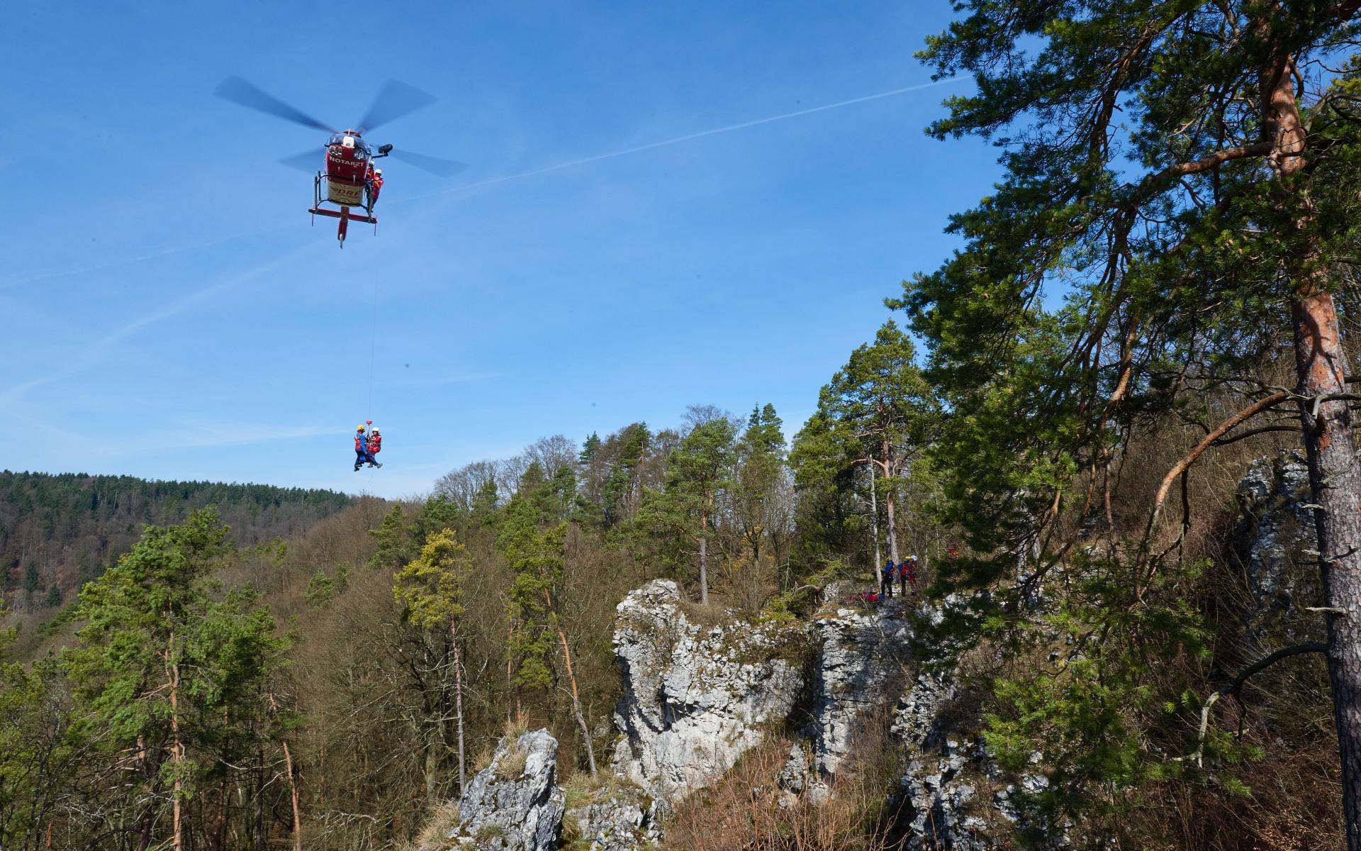 Bei der Rettung eines abgestürzten Kletterers kam die Rettungswinde von Christoph 27 zum Einsatz. Symbolfoto.