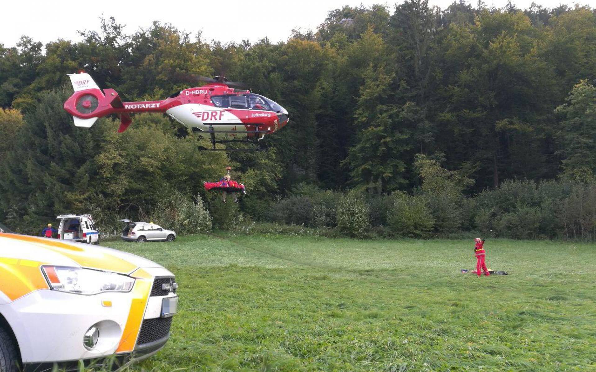 Schneller und schonender Transport eines Schwerverletzten in eine Spezialklinik dank der Rettungswinde von Christoph 27.