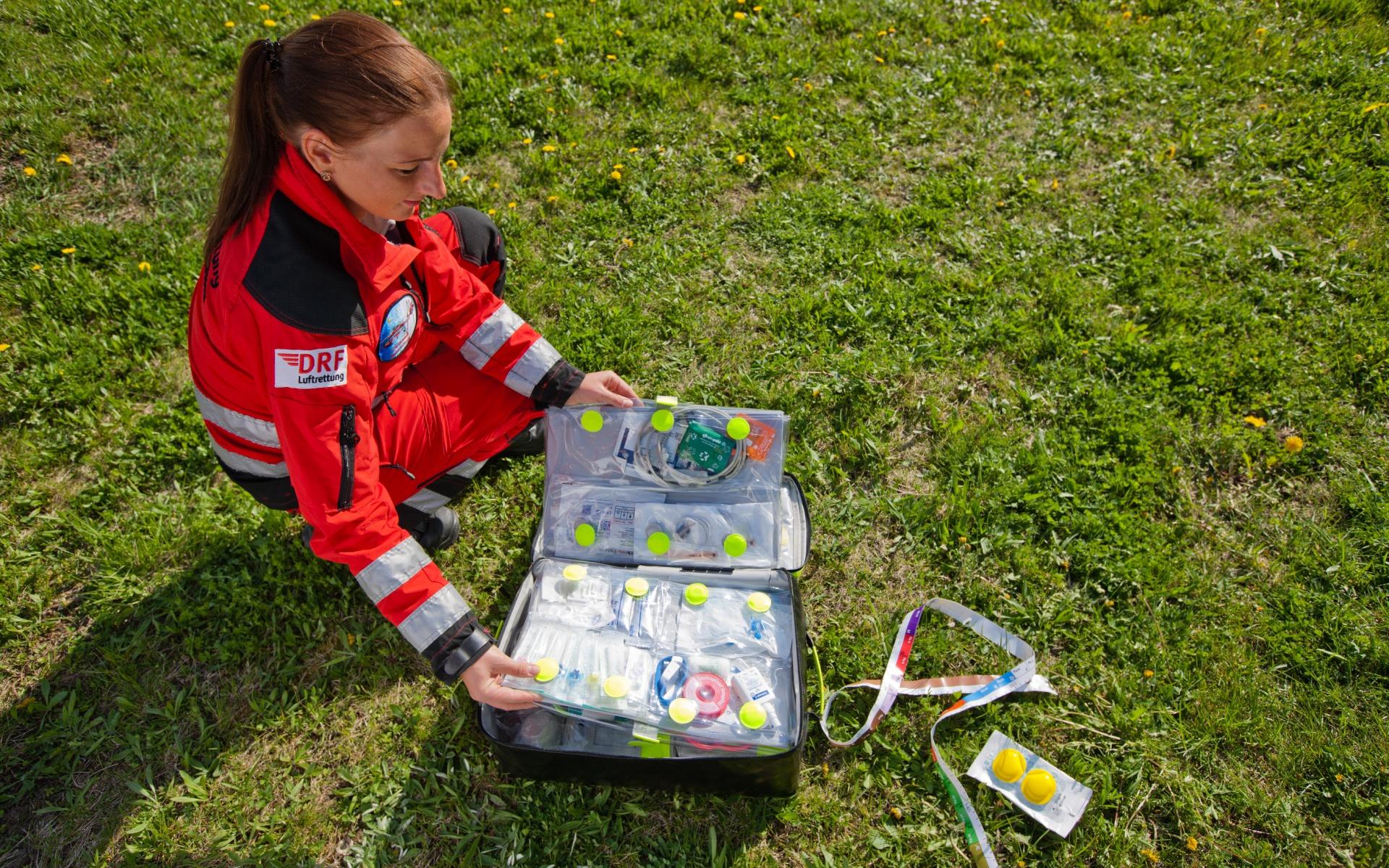 Die Kindertasche bietet auf einen Griff die wesentlichen medizinischen Hilfsmittel bei Kindernotfällen.