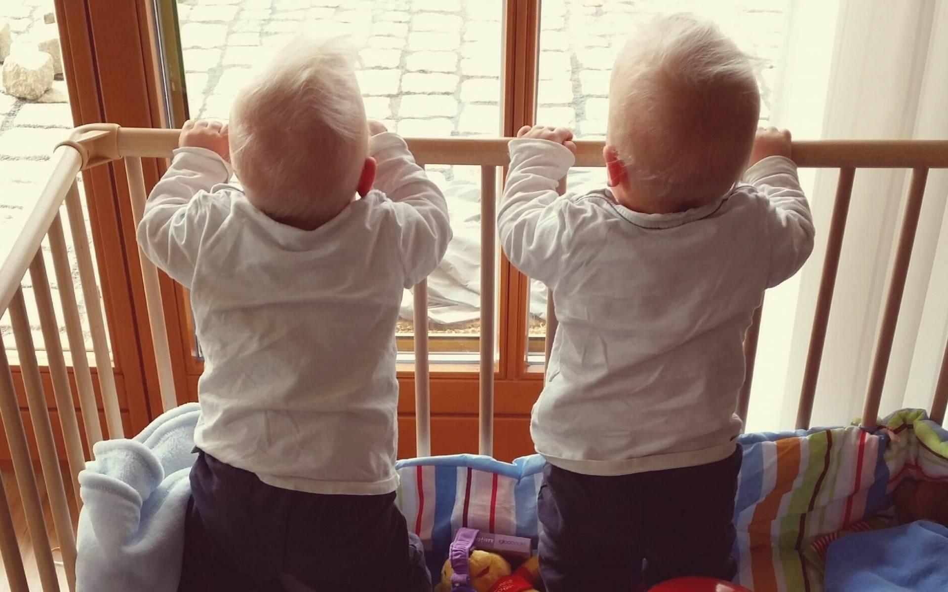 Vor einem Jahr stand das Leben der Zwillinge Nick und Leon auf der Kippe. Dass es ihnen heute gut geht, verdanken sie auch der schnellen Hilfe durch die DRF Luftrettung.