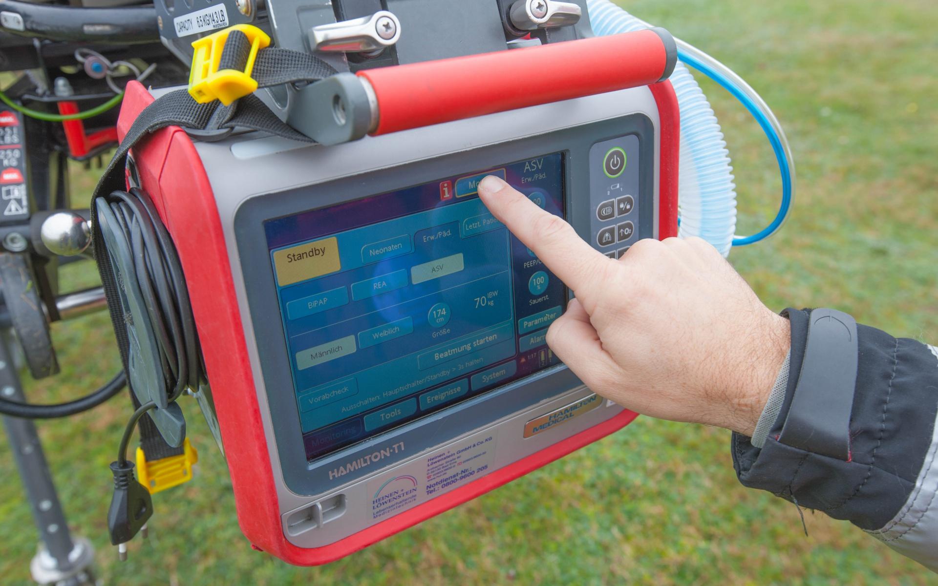 Das Intensiv-Beatmungsgerät Hamilton-T1 gewährleistet eine schonende Beatmung.