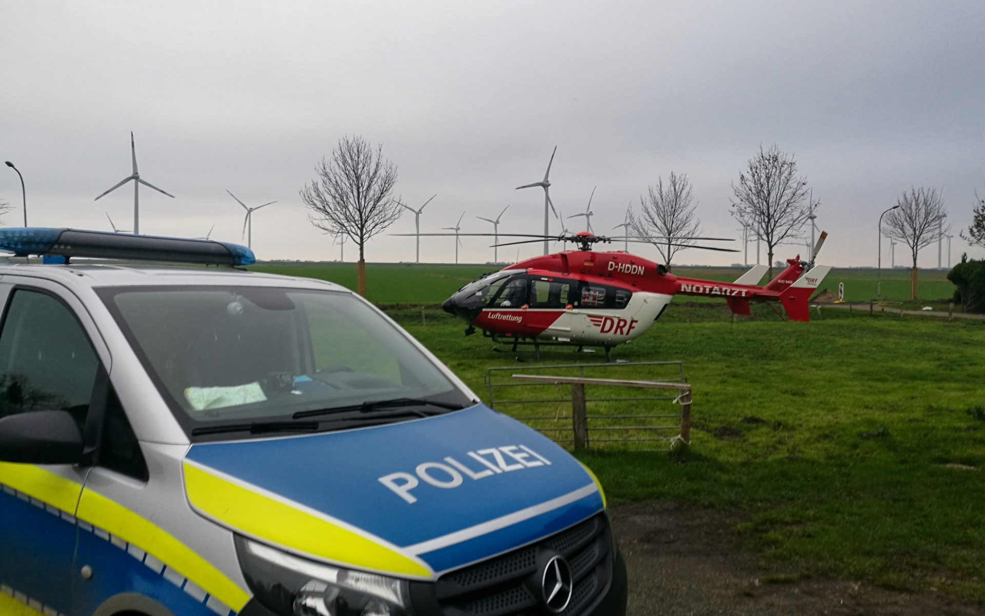 Rüttelplatte trifft Frau: Einsatz für Christoph 42, um die Schwerverletzte zu versorgen.