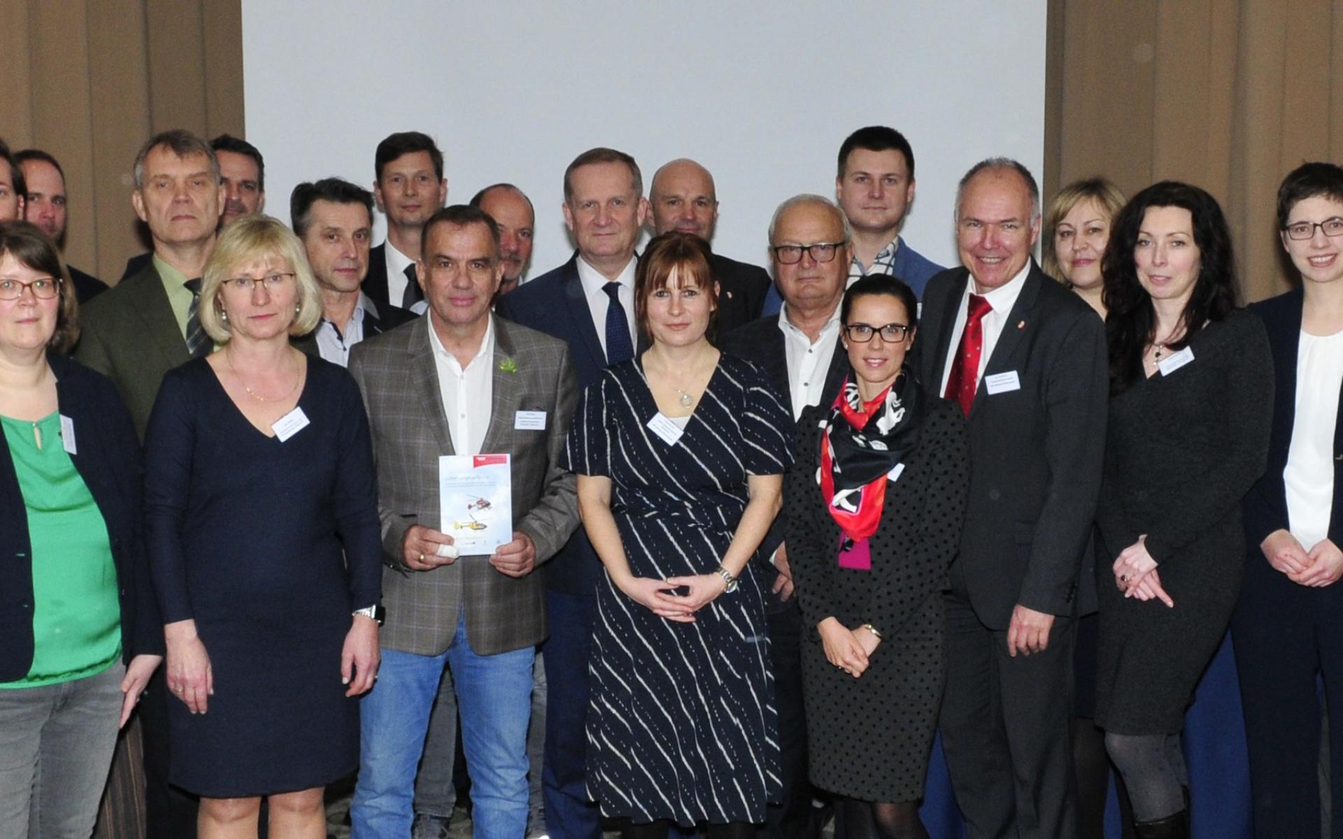 Luftrettungsexperten diskutierten aus polnischer und deutscher Sicht über die Verbesserung der grenzüberschreitenden medizinische Versorgung.