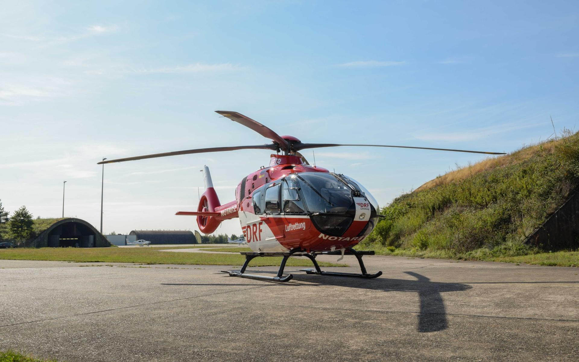Zwei Piloten überführten die beiden ersten Maschienen in das Operation-Center am Flughafen Karlsruhe/Baden-Baden.