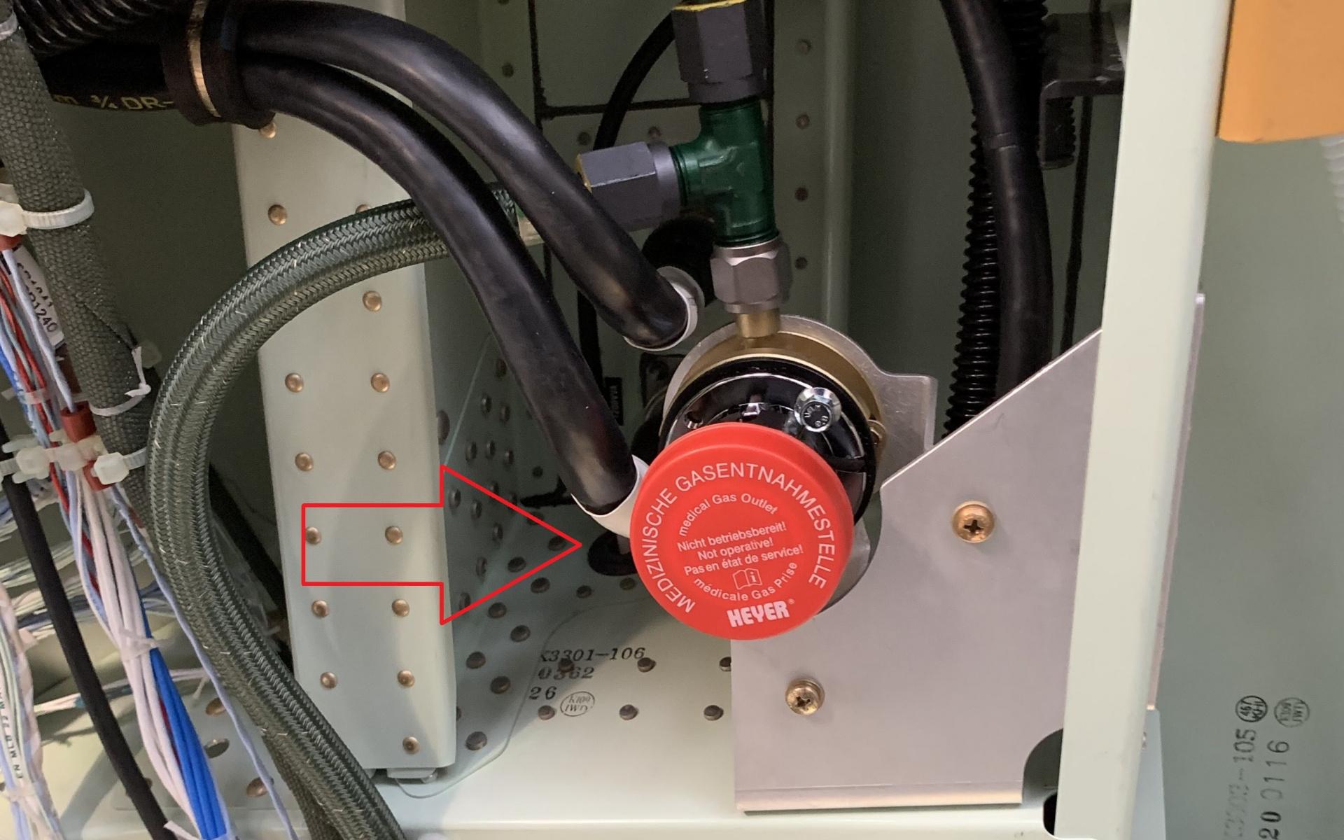 Hinten links und rechts wurden die Sauerstoffentnahmen eingebaut und angeschlossen.