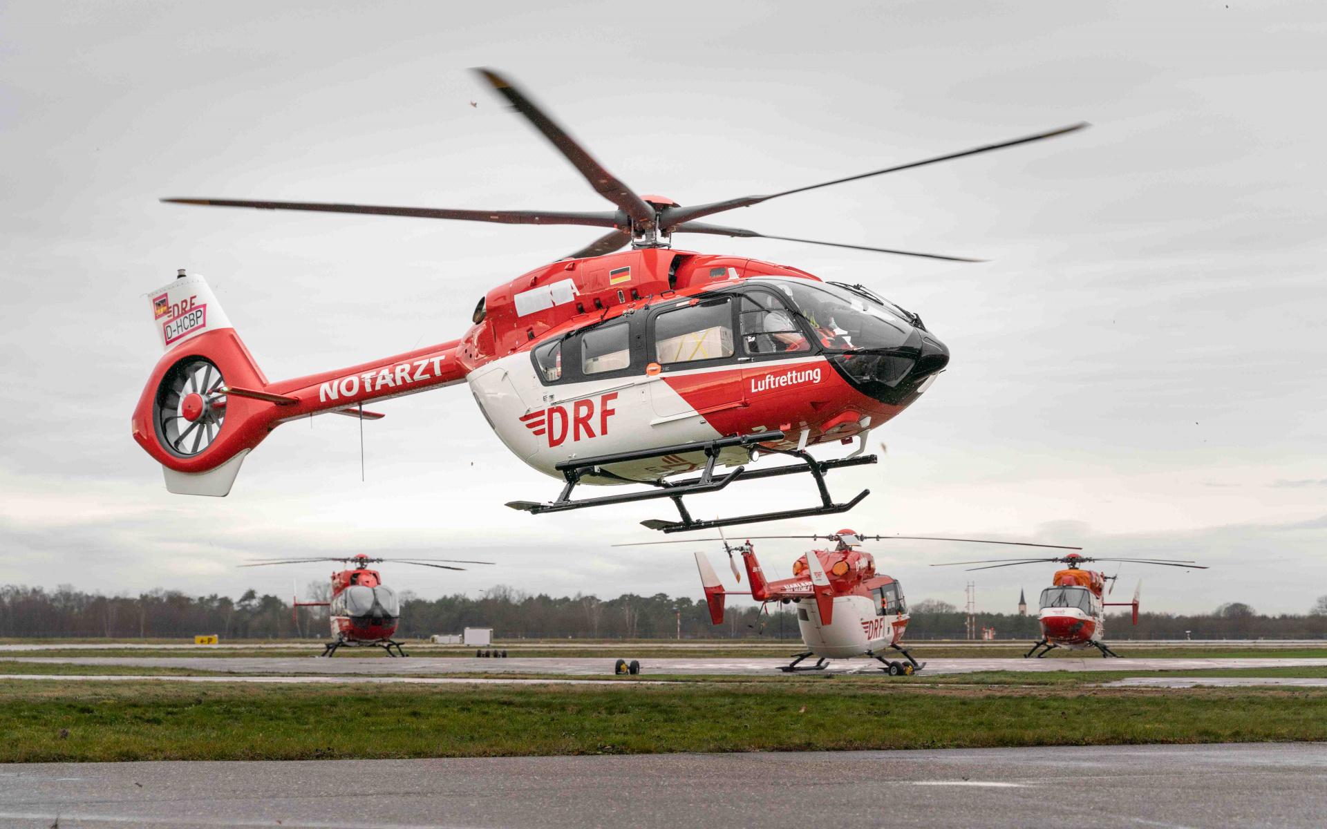Sozusagen als vorgezogenes Weihnachtsgeschenk wurde die hochmodern weiterentwickelte Maschine damit ein Mitglied der rot-weißen Hubschrauberflotte.