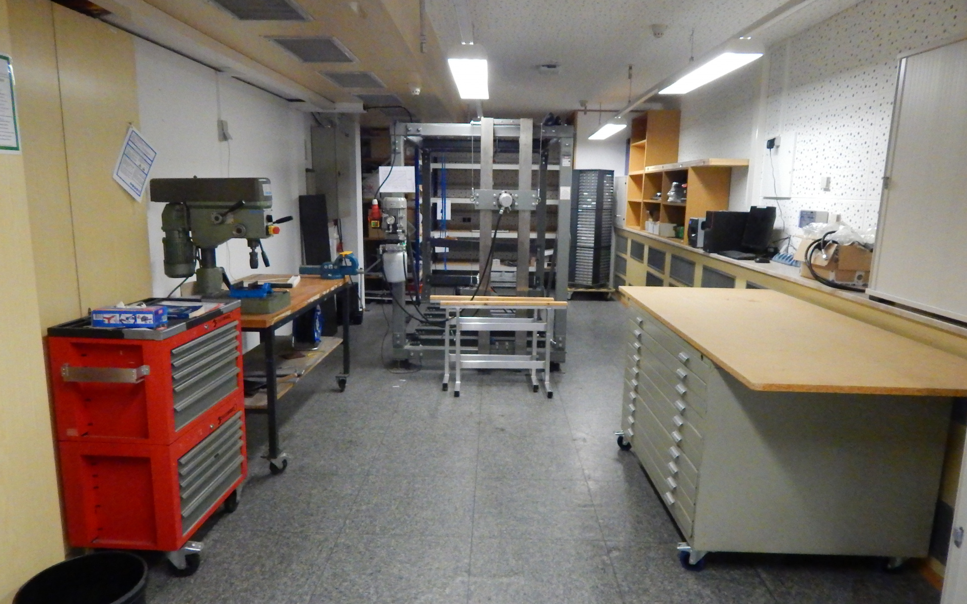 Blick ins Labor des Fachbereichs Part-21. Hier werden die Entwicklungen ausgiebig getestet.