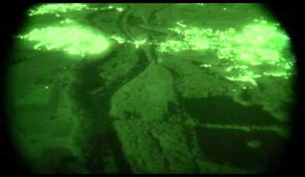 Embedded thumbnail for Hubschrauber der DRF Luftrettung im Nachtflug - Blick des Piloten durch Nachtsichtbrille