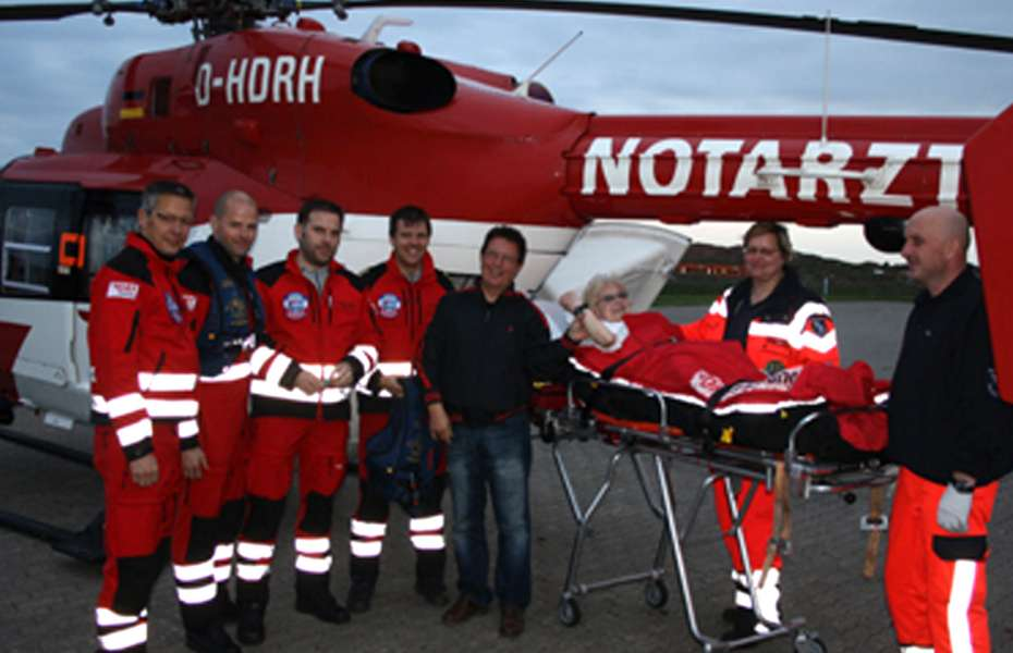 Die Besatzung des Rendsburger Hubschraubers der DRF Luftrettung bei ihrem 40.000. Einsatz