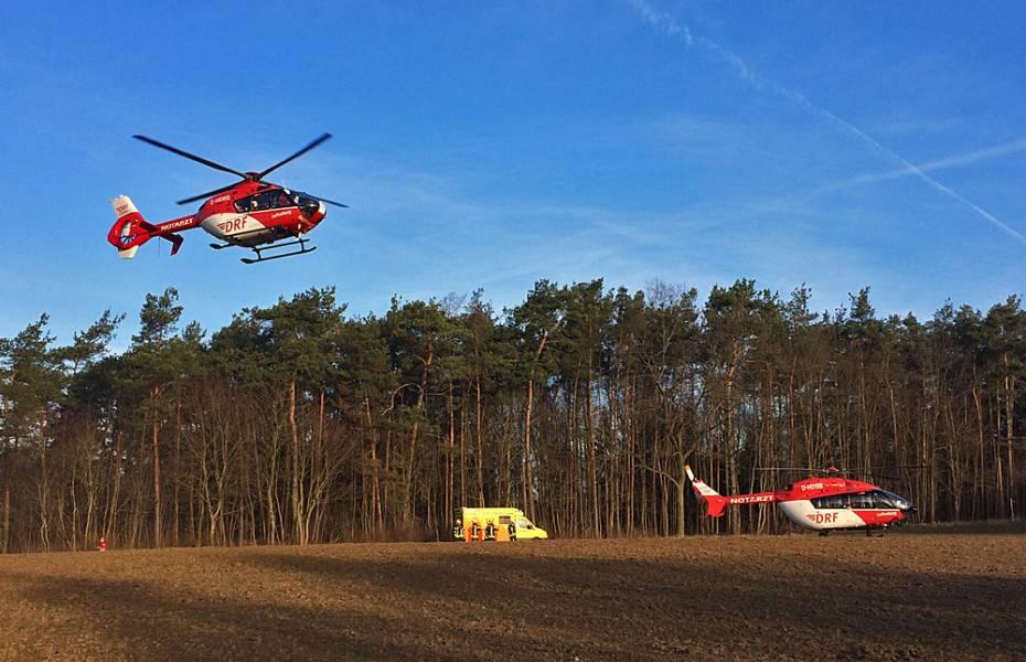 Frontalzusammenstoß: Die zwei Hubschrauber aus Berlin und Bad Saarow bei Müncheberg im Einsatz.