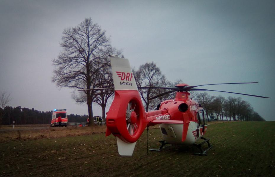 Unverzüglich flogen Holger Wolff, Dr. German Kollow und Rettungsassistent René Wabnik mit ihrem rot-weißen Rettungshubschrauber zum Einsatzort..