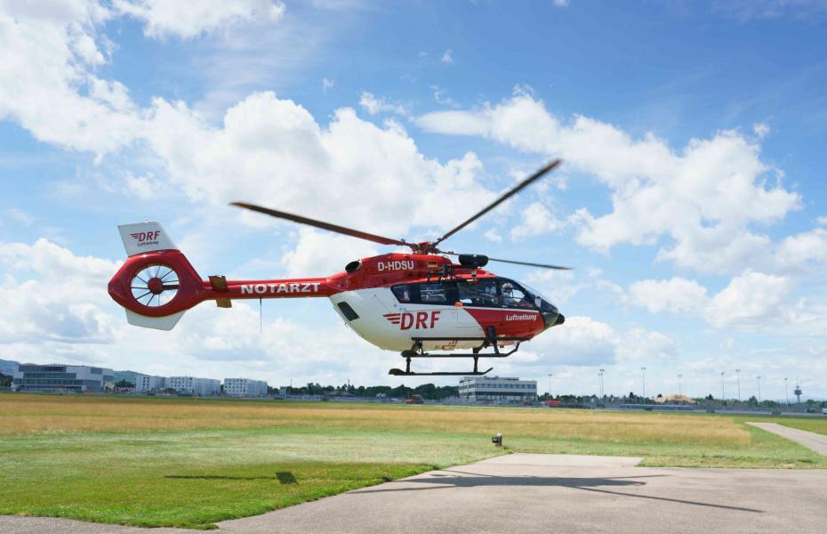 """Christoph 54"""" war in Freiburg gerade gestartet, als sich plötzlich eine Drohne gefährlich näherte (Quelle: DRF Luftrettung)."""