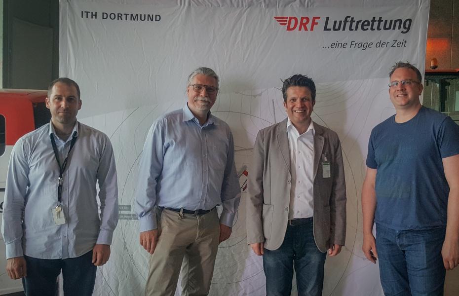 Ohne Hubschrauber, dafür mit vielen Informationen: MdL Gordan Dudas besucht Dortmunder Station der DRF Luftrettung. Vlnr: Gilles Kodsi, Dr. Christian Afflerbach, Gordan Dudas, Patrick Postelt.