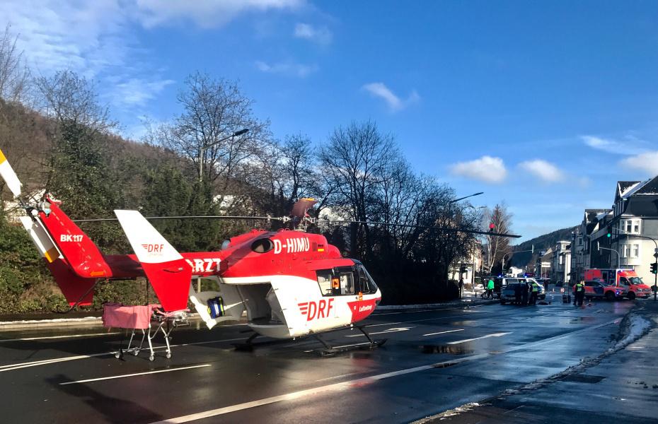Einsatz der Dortmunder Luftretter für eine ältere Frau, die bei einem Verkehrsunfall schwere Verletzungen erlitten hat.