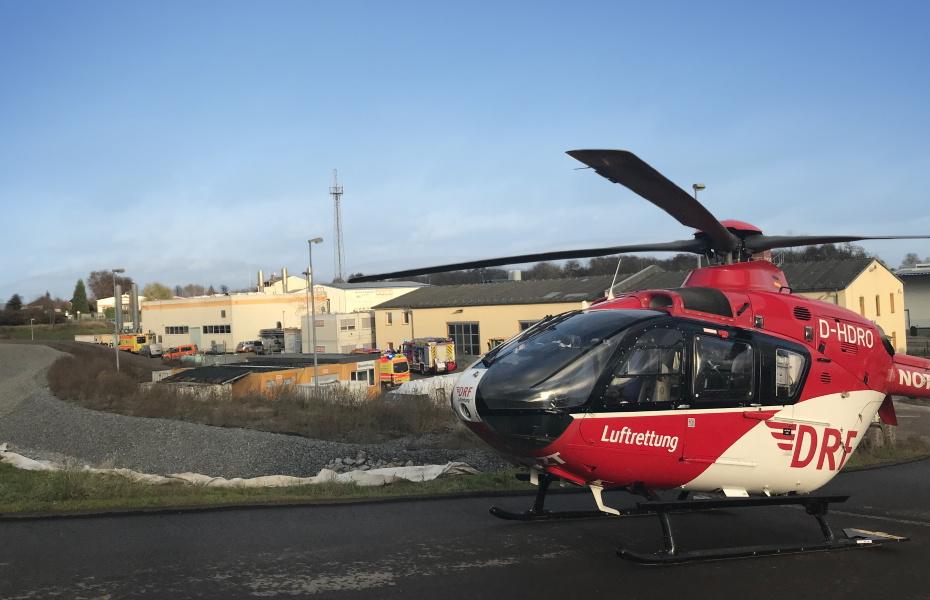 Das Team der DRF Luftrettung aus Angermünde fliegt den Schwerverletzten ins Unfallkrankenhaus Berlin.