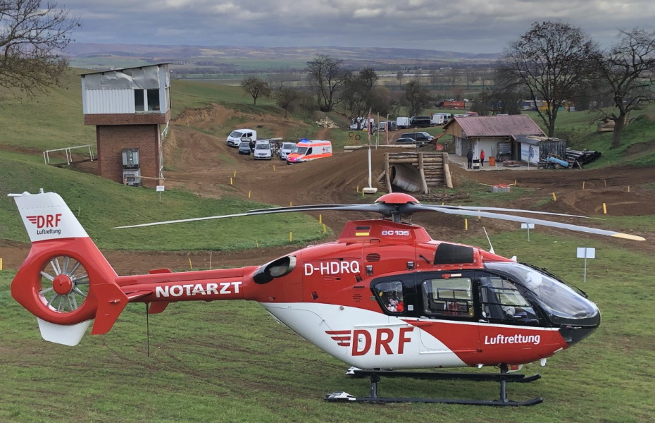 Nach nur sieben Minuten ist die Nordhäuser Crew der DRF Luftrettung schon über der Rennstrecke angelangt.