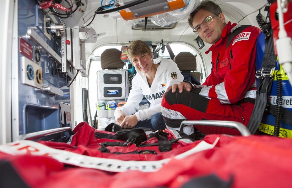 Freudiges Wiedersehen nach sieben Jahren: Pilot Martin Beitzel lud Franziska Liebhardt zu einem Stationsbesuch in Mannheim ein. Für beide ein ganz besonderer Moment.