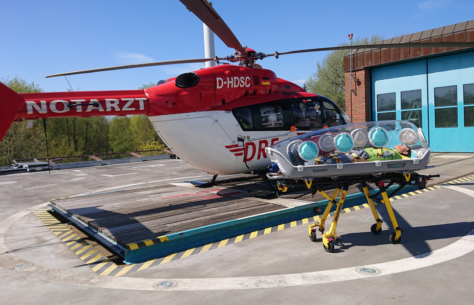 Durch den Einsatz der Trage sind sowohl die Patienten als auch die Rendsburger Luftretter optimal geschützt.
