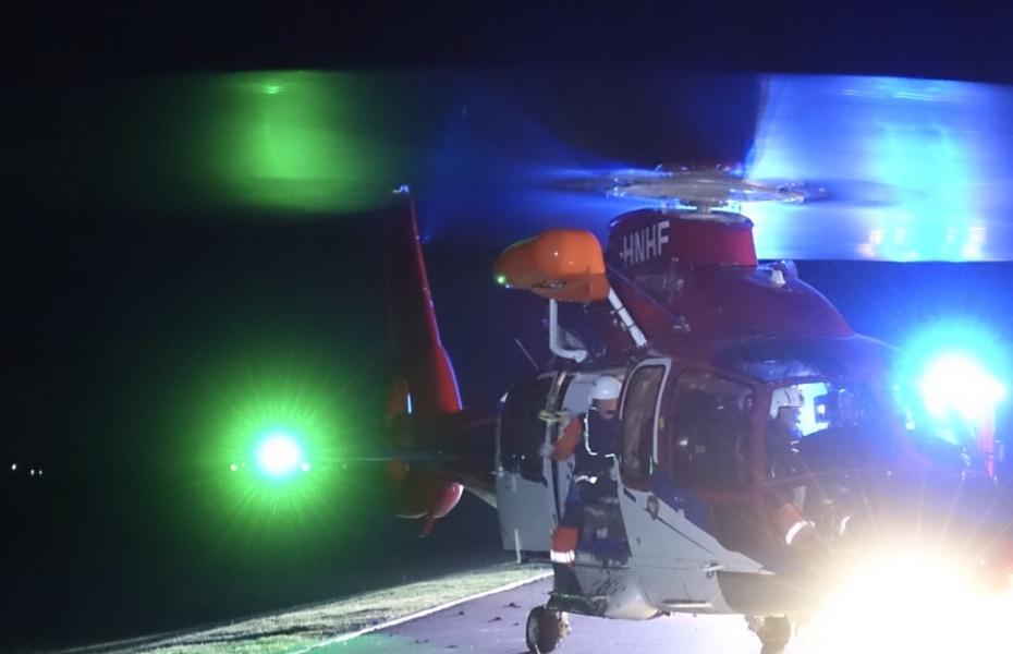 Dramatische Rettung für drei Männer durch Northern Rescue 01, den Offshore-Rettungshubschrauber von Northern Helicopter. Bildquelle: KFV Dithmarschen.
