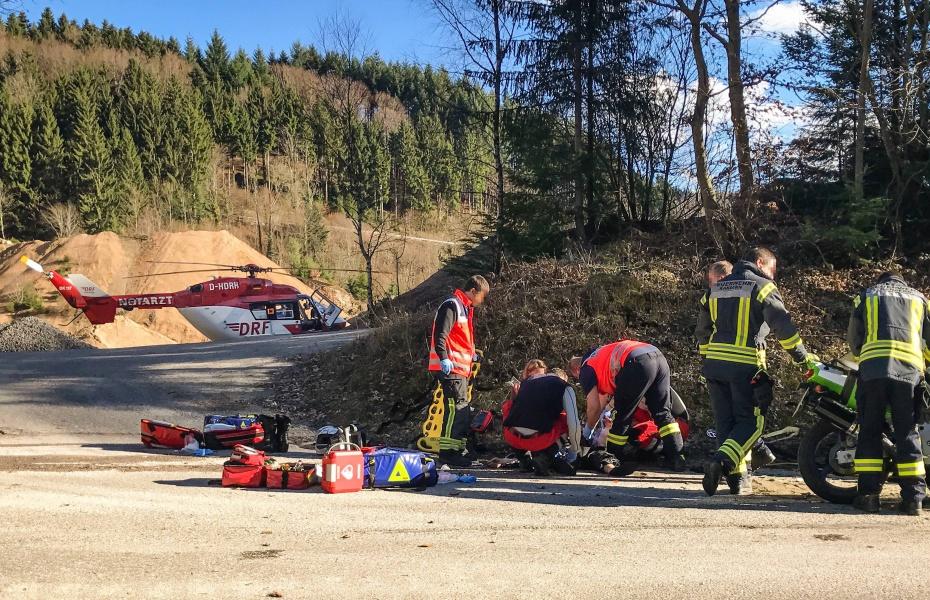 In Lebensgefahr schwebte ein Motorradfahrer, nachdem er im Kandertal im Schwarzwald die Kontrolle über seine Maschine verloren hatte.